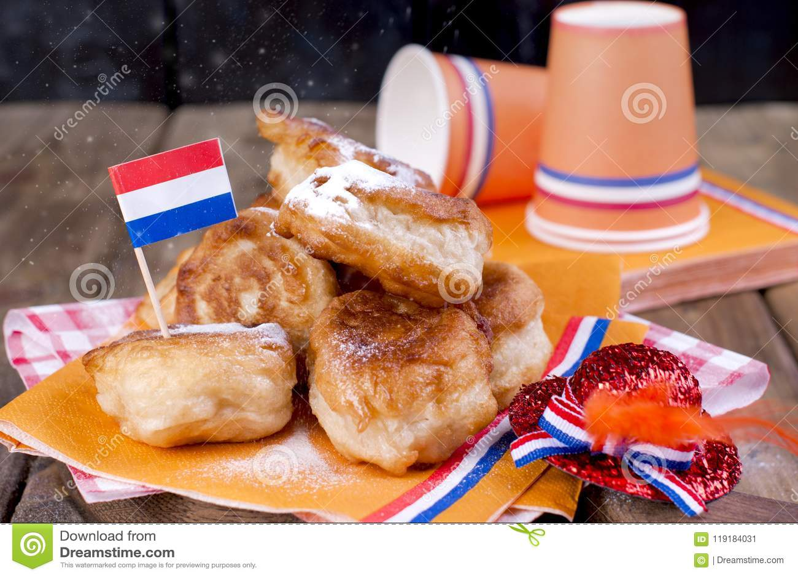Pâtisseries douces néerlandaises traditionnelles Jour de fête du roi décor Choses oranges pour les vacances netherlands Ustensile