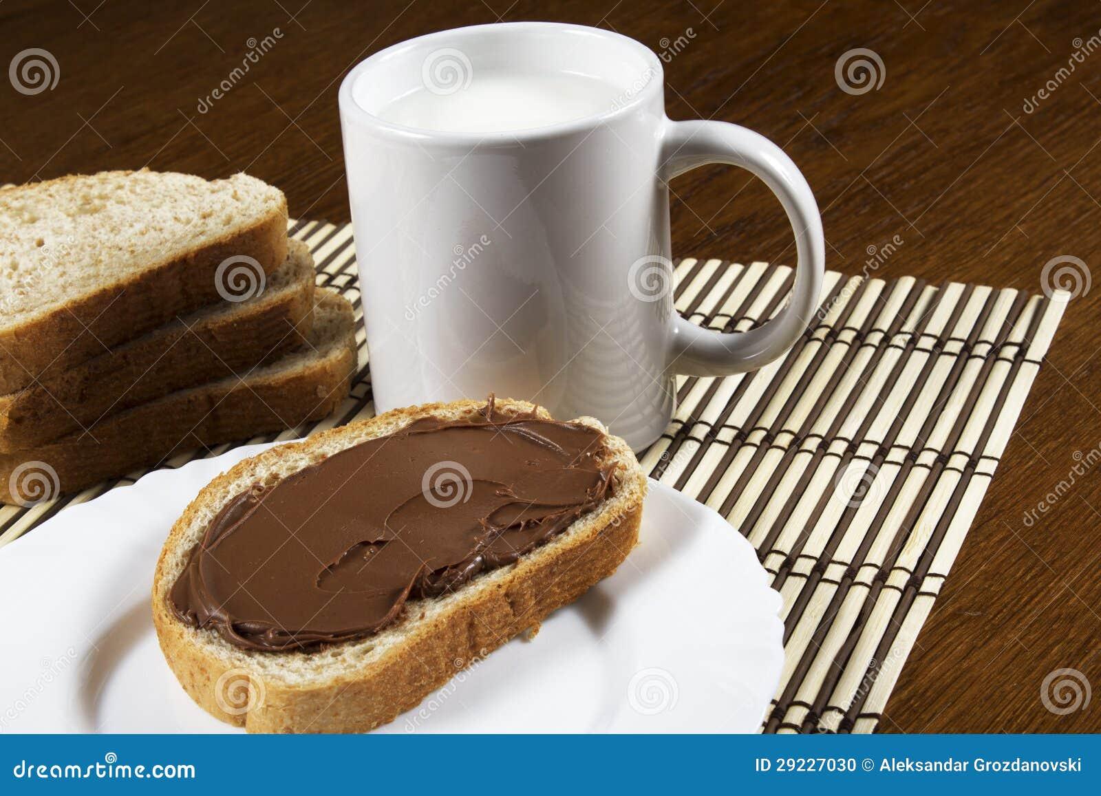 Download Pão Com Propagação Do Chocolate Foto de Stock - Imagem de açúcar, hazelnut: 29227030