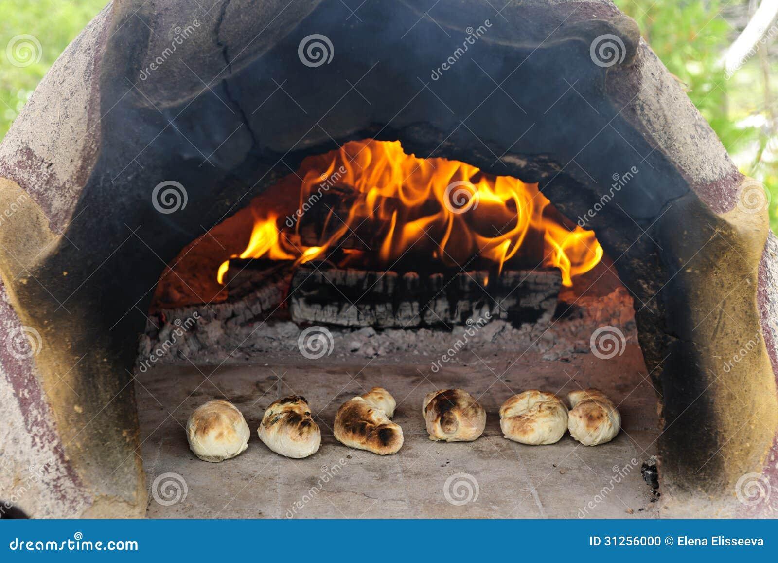 Pão de madeira de pedra do cozimento do forno