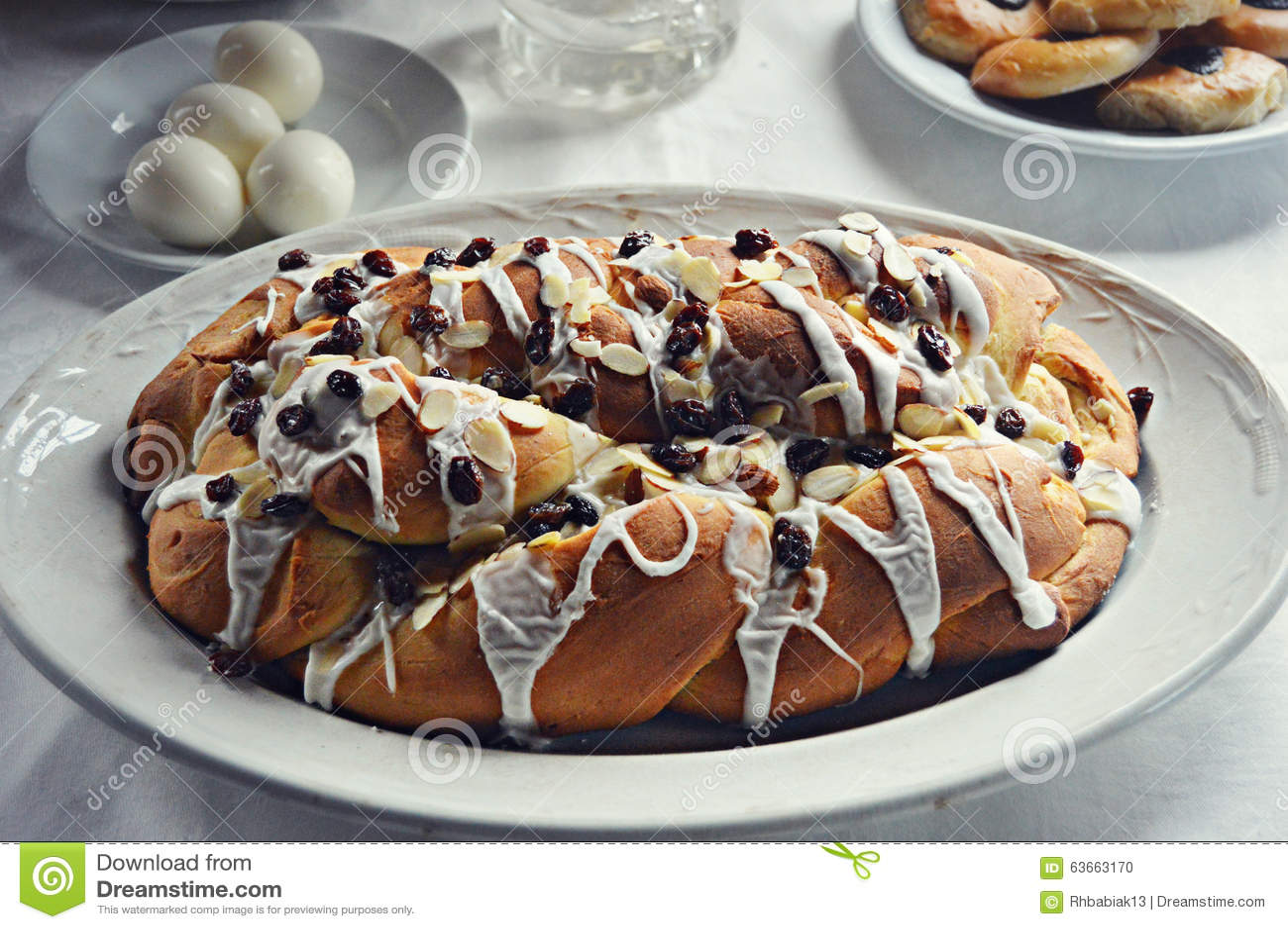 Pão de Stollen da passa da amêndoa do feriado