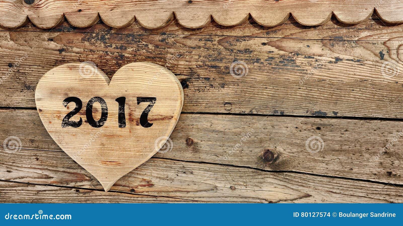 2017 på hjärta-format trä