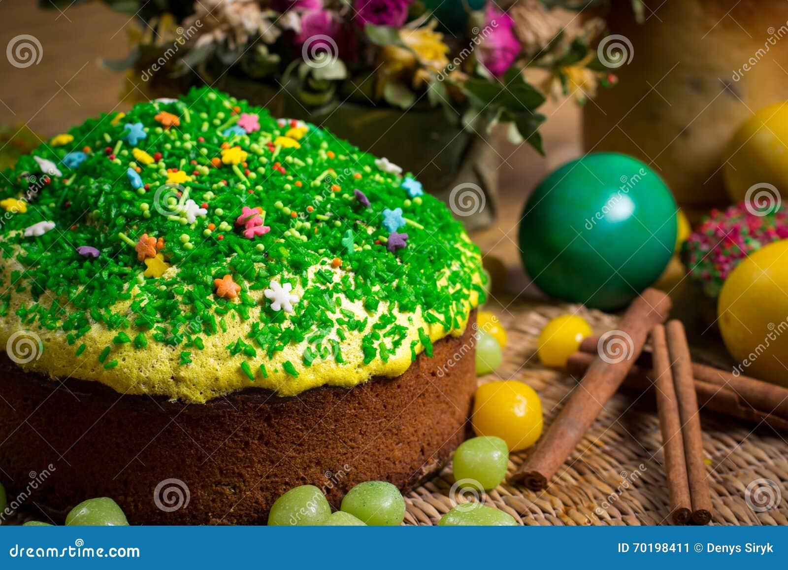Påsken som firar kakan, färgägg, sugrörbakgrunder, mat semestrar fotografi