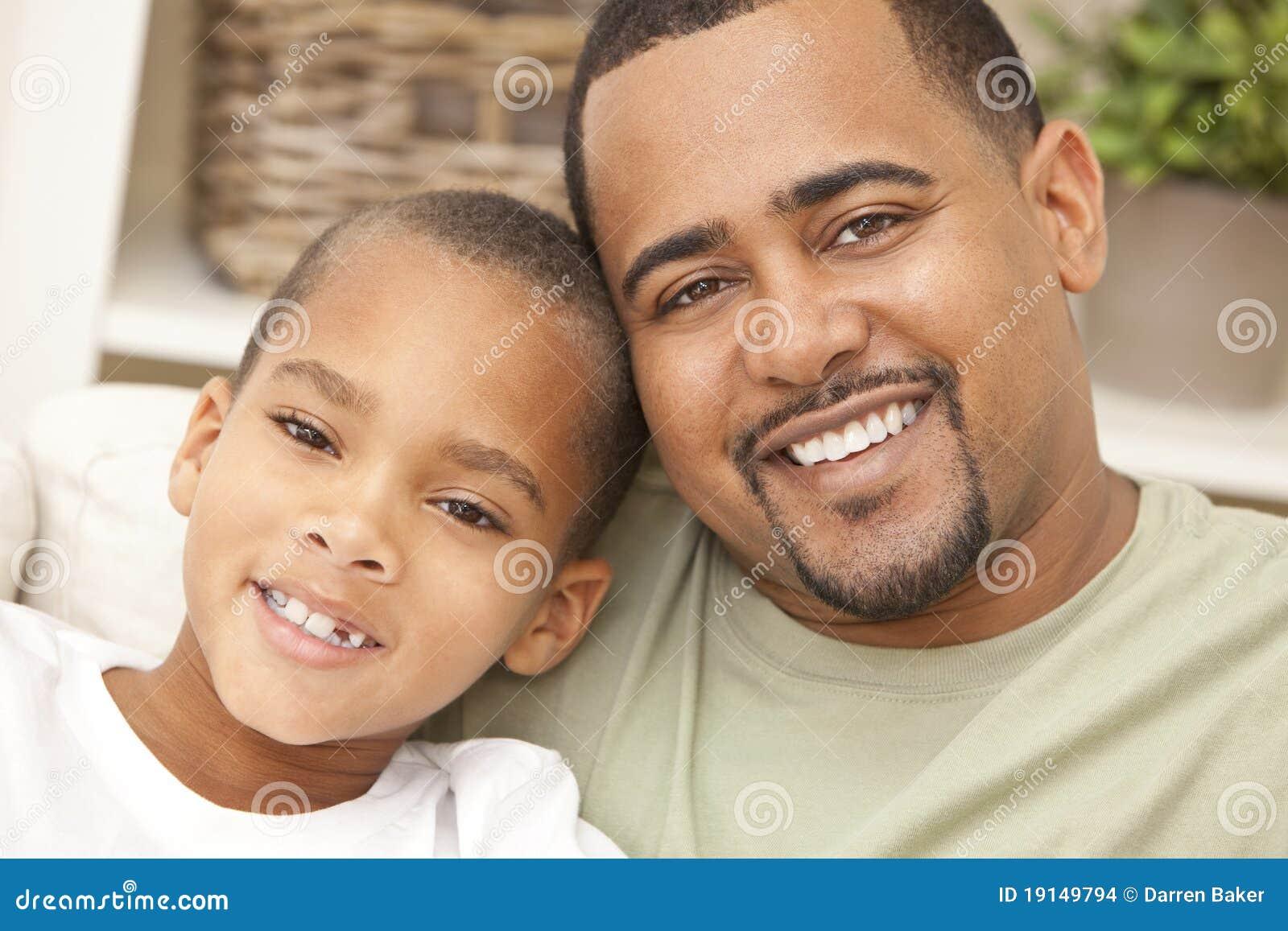 Père d Afro-américain et famille heureux de fils