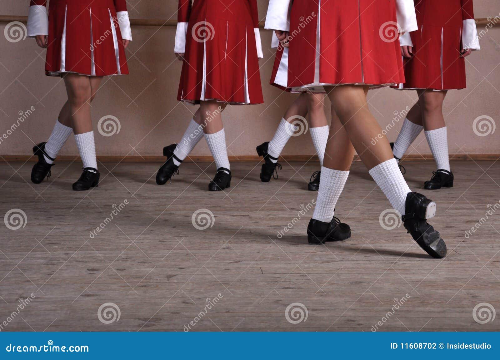 Pés dos dançarinos irlandeses