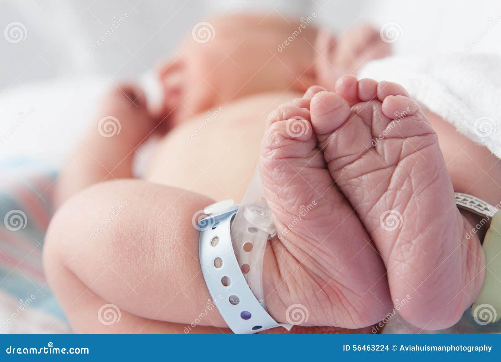 Pés recém-nascidos