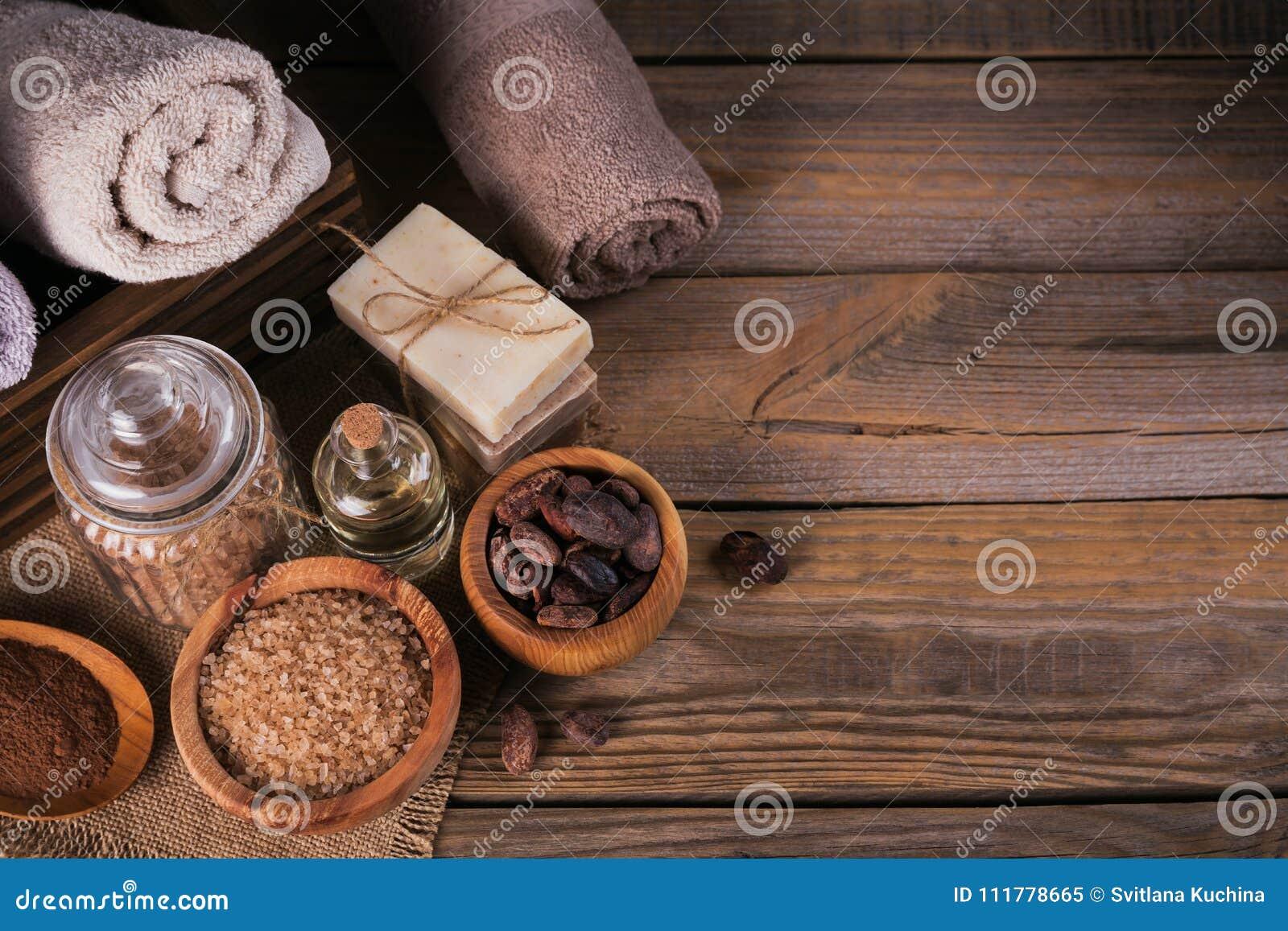 Pétrole cosmétique naturel, sel de mer et savon fait main naturel avec la Co