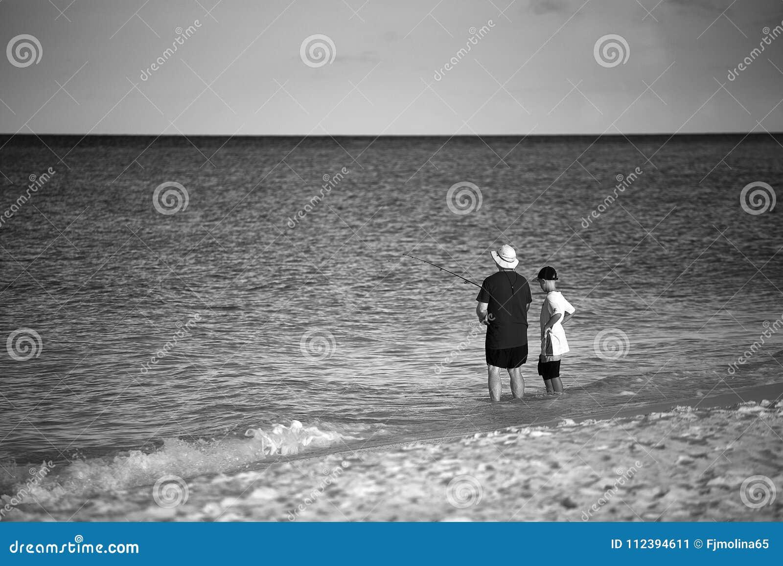 Pêche de enseignement de père des vacances