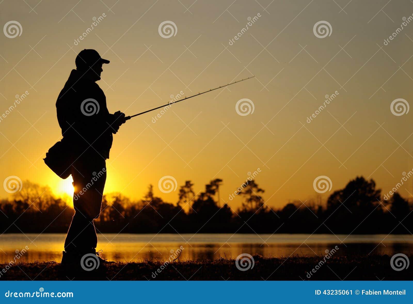 Pêche de l attrait pêche de pêcheur au coucher du soleil