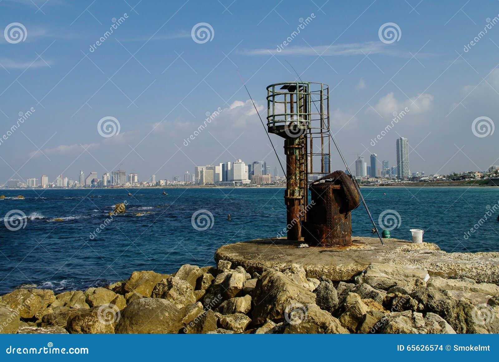 Pêche du pilier dans le vieux port de Jaffa