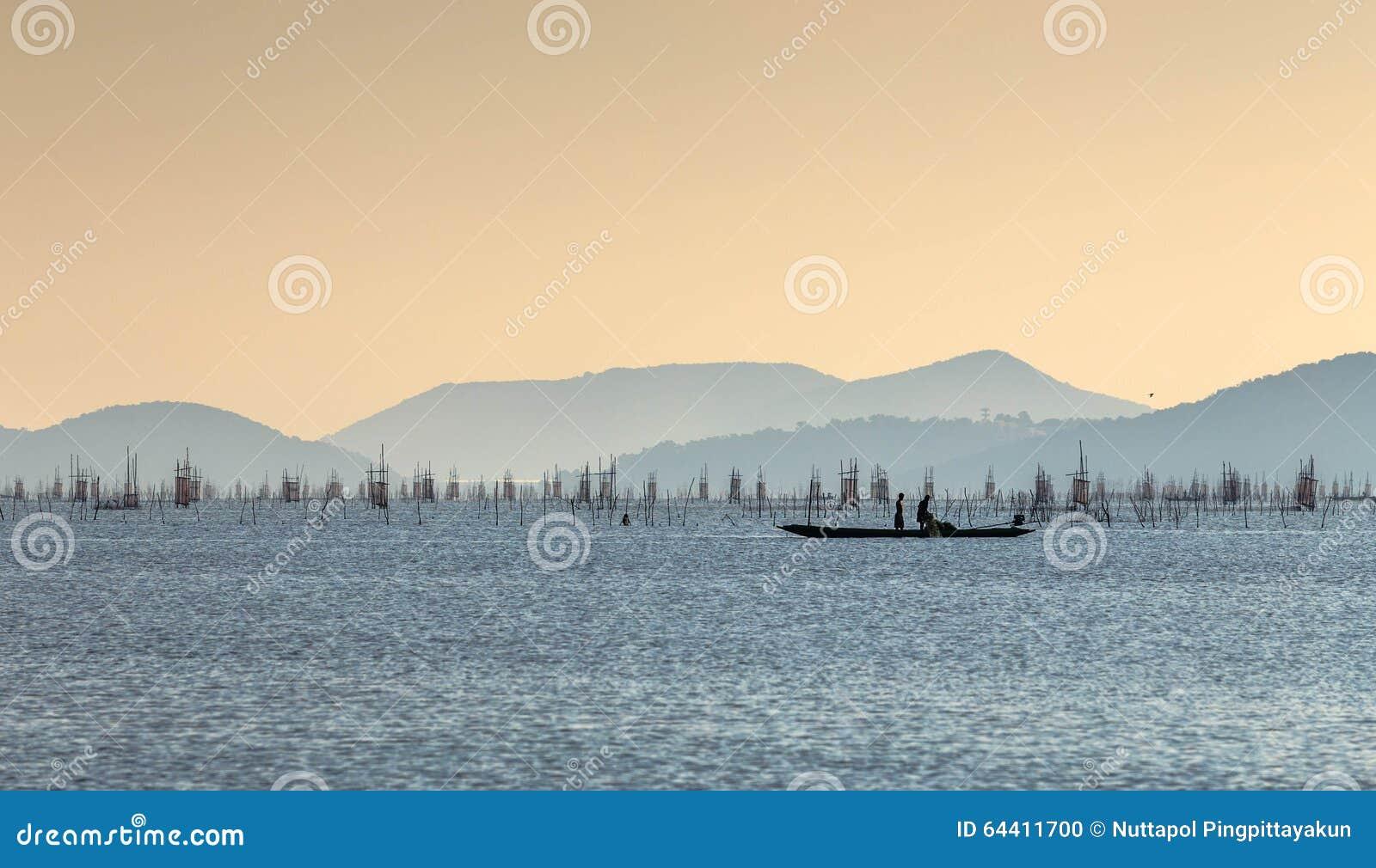 Pêche sur un lac