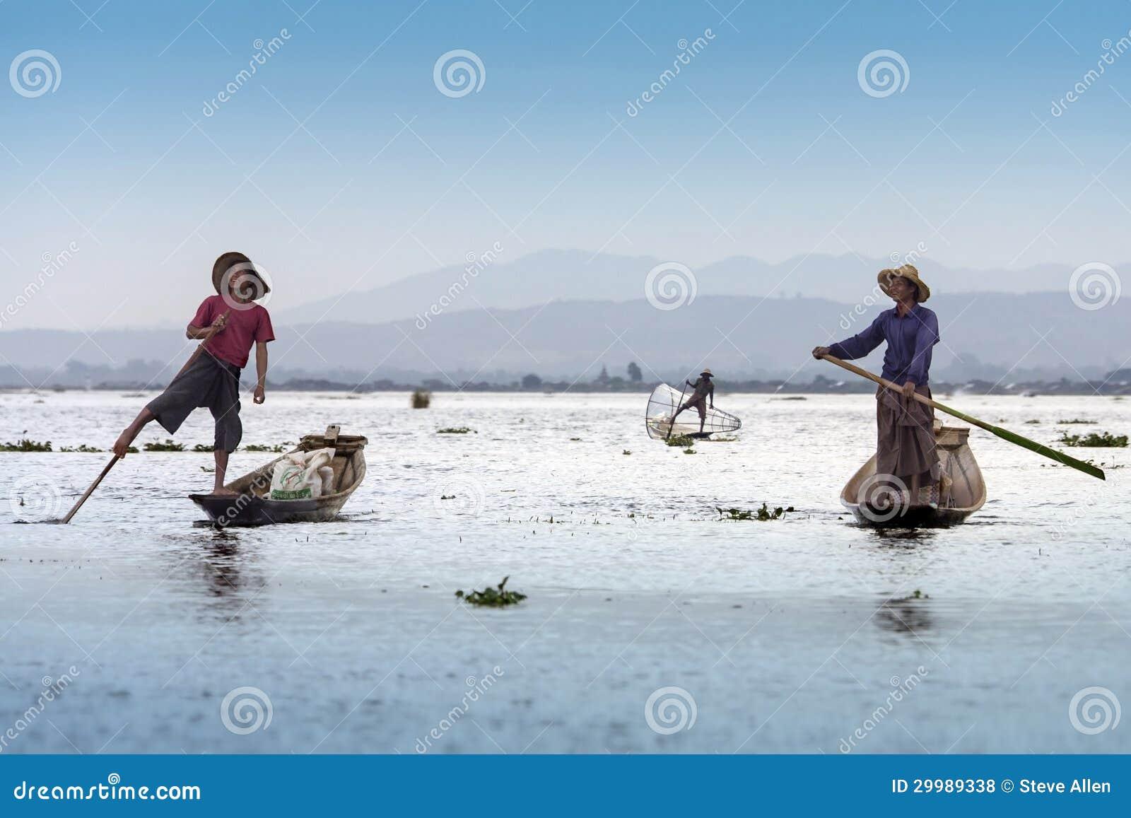Pêcheurs d aviron de jambe - lac Inle - Myanmar