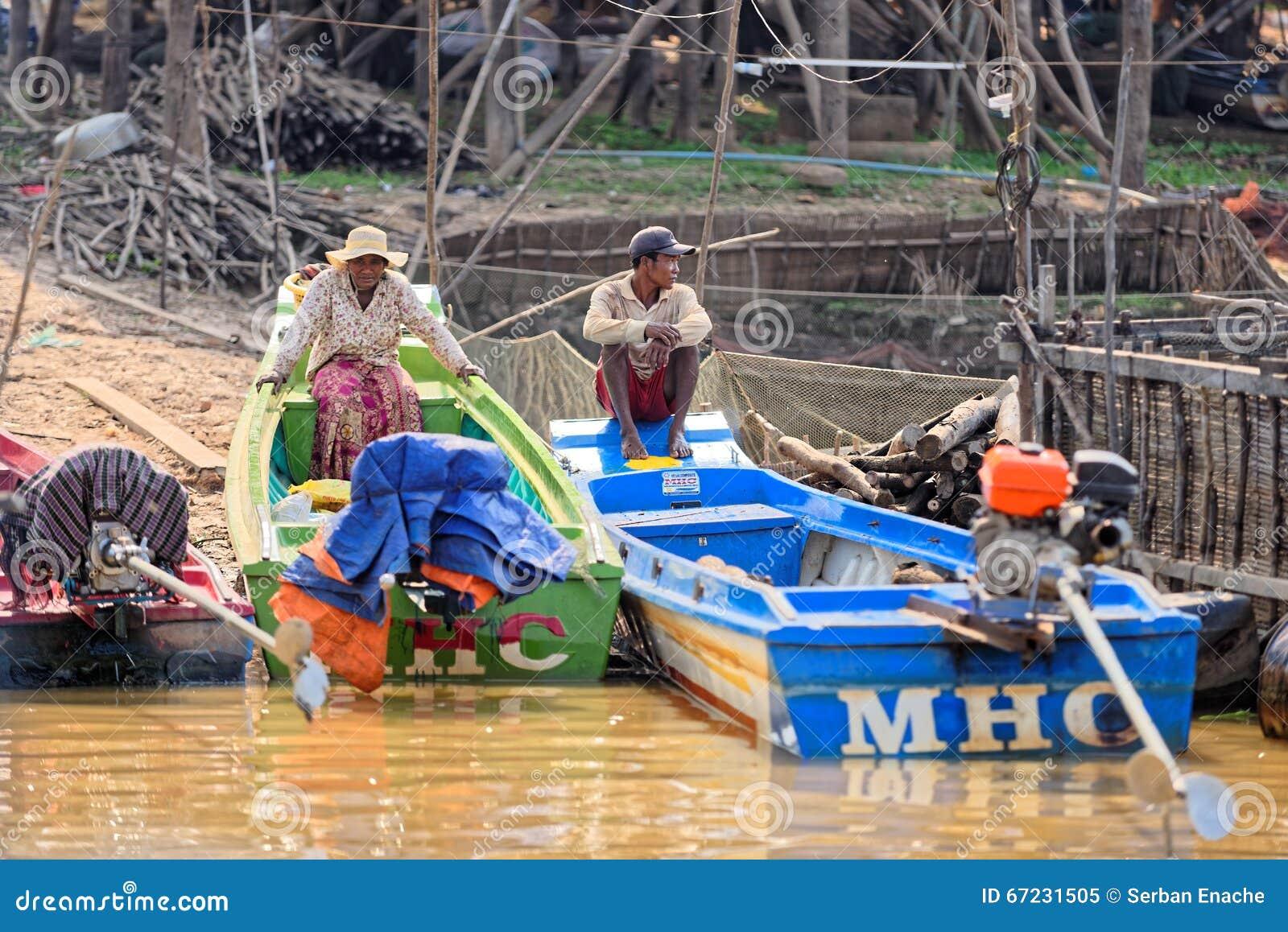 Pêcheurs à la sève de Tonle, Cambodge