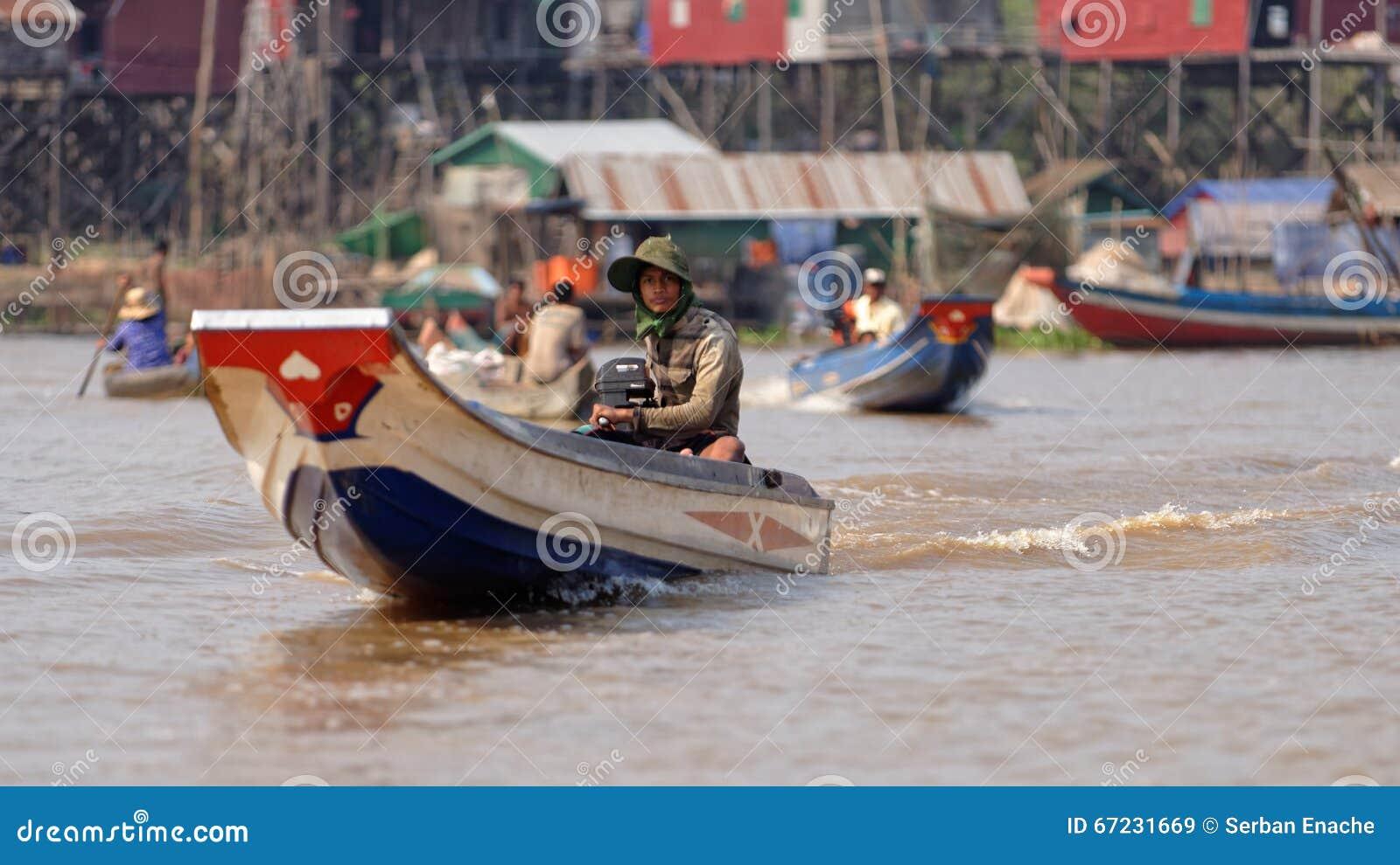 Pêcheurs dans des bateaux, sève de Tonle, Cambodge