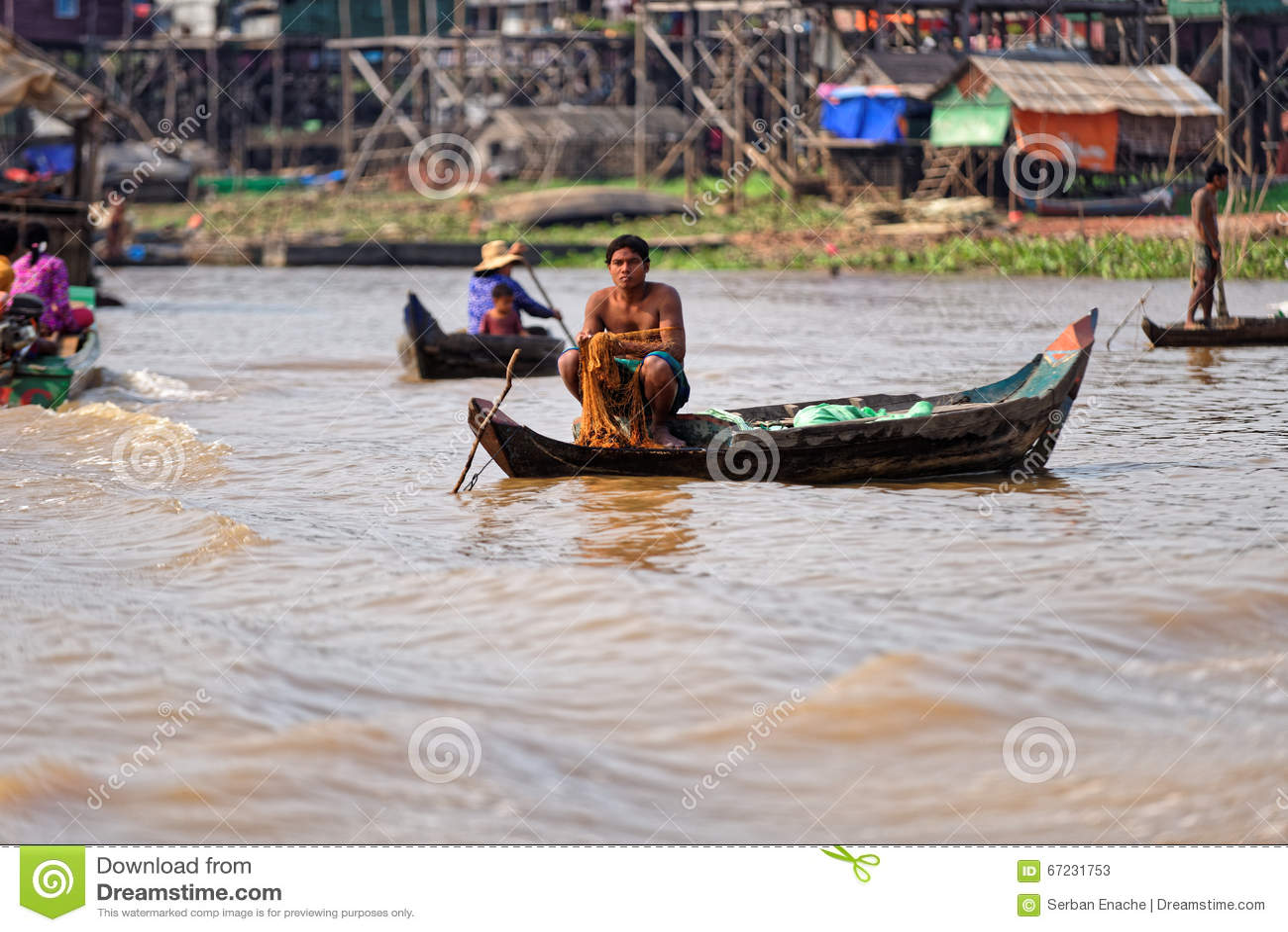 Pêcheurs, sève de Tonle, Cambodge