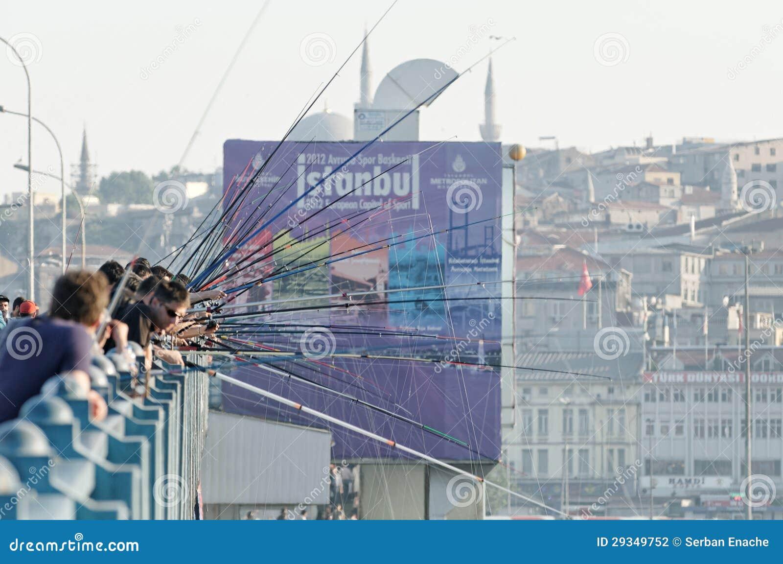 Pêcheurs sur la passerelle de Galata, Istanbul