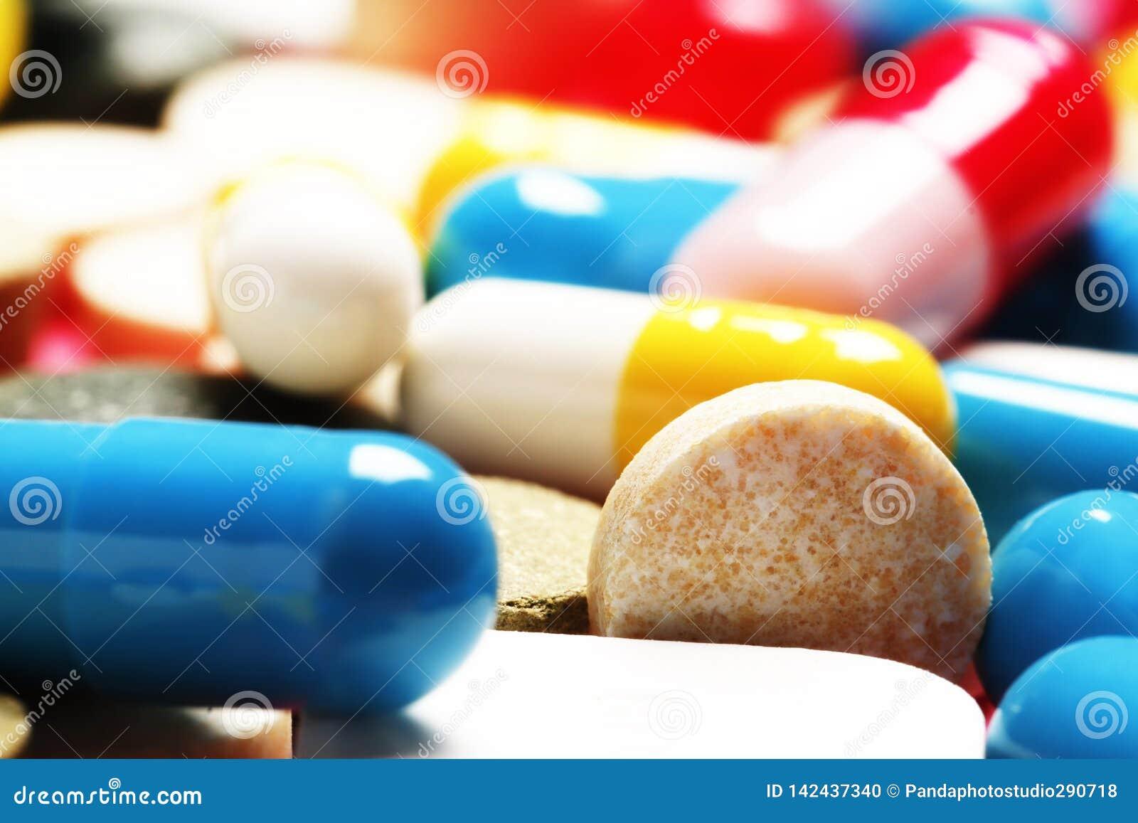 Píldoras como fondo Vitaminas y antibióticos