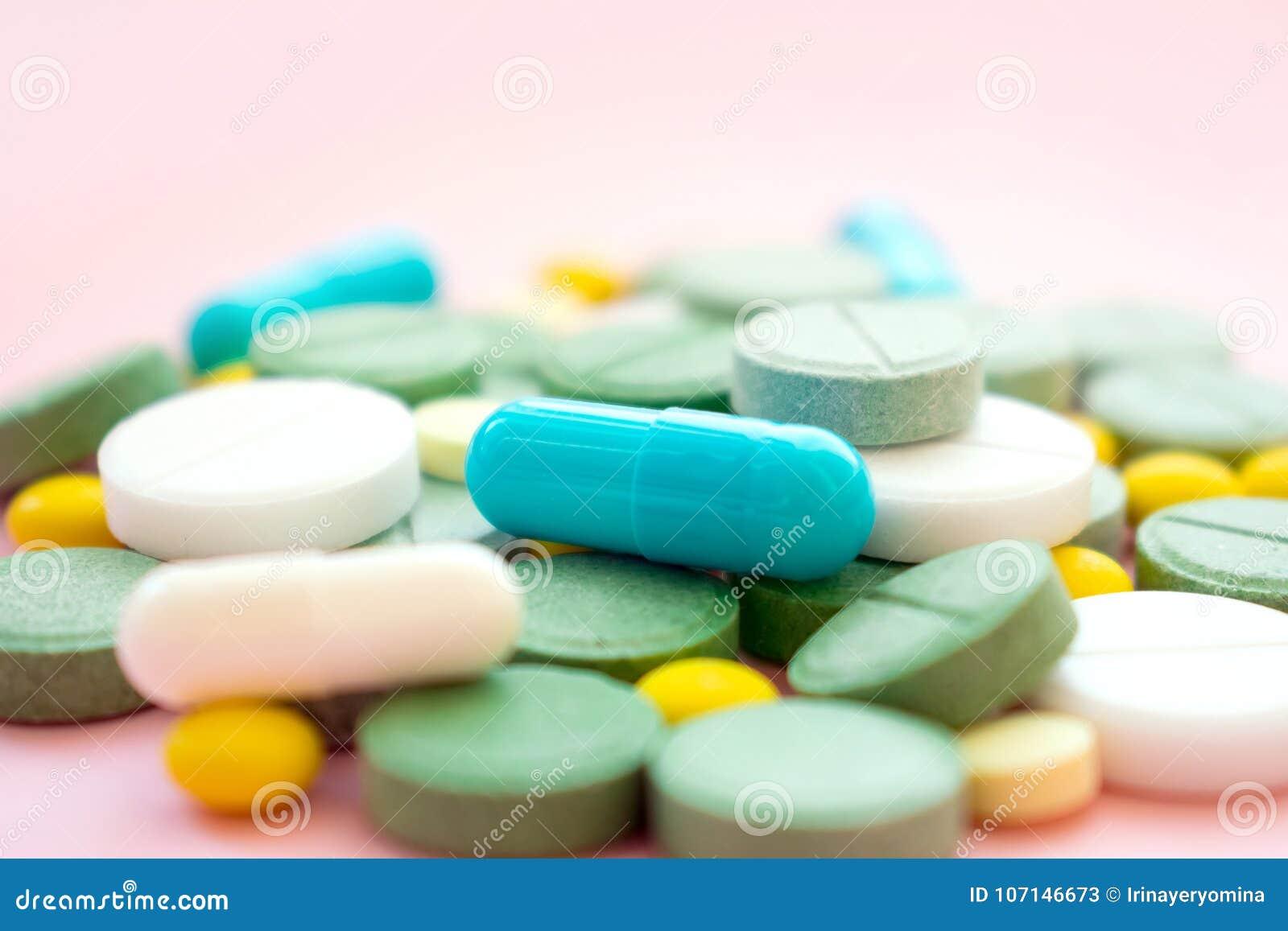 Píldoras del opiáceo Concepto de la tenencia ilícita de la epidemia y de drogas del opiáceo diferente