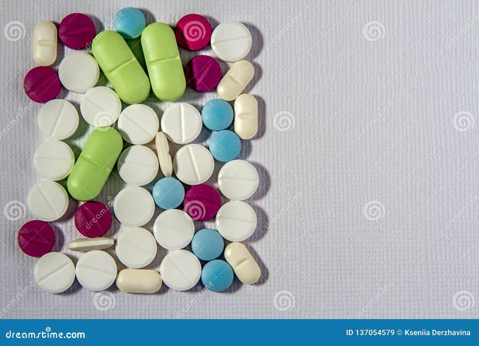 Píldoras, tabletas y cápsulas farmacéuticas clasificadas de la medicina Fondo de las píldoras Montón de las diversas tabletas cla
