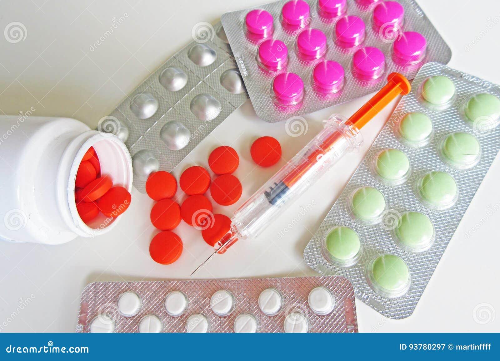 Píldoras y foto de la macro de los medicamentos de la inyección