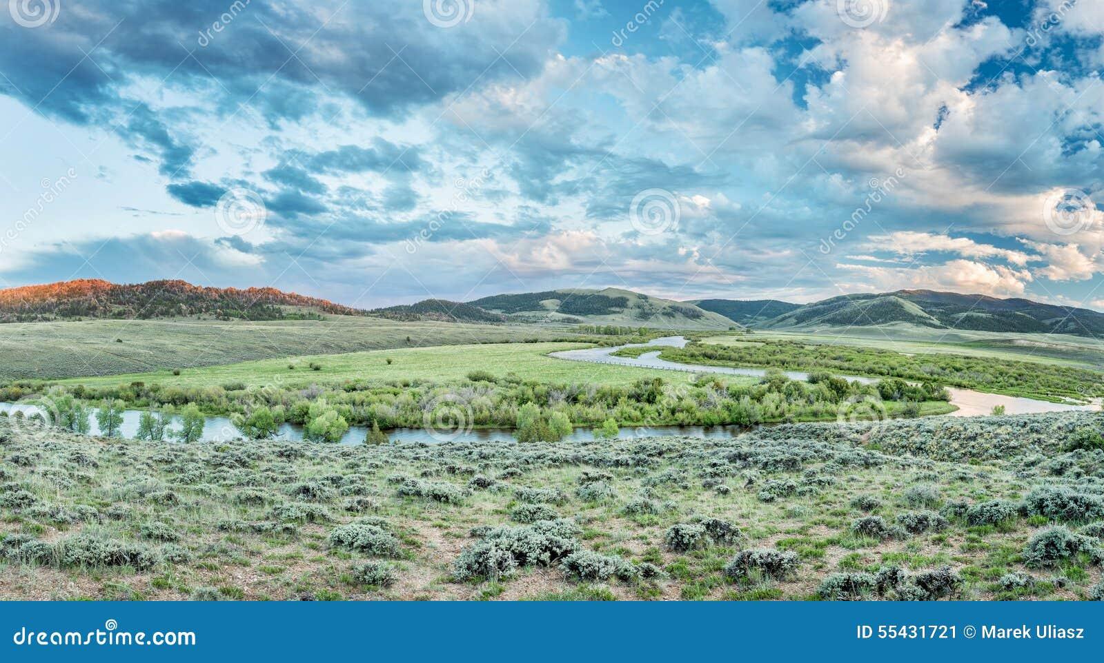 Półmrok nad Północnego Platte rzeką w Kolorado
