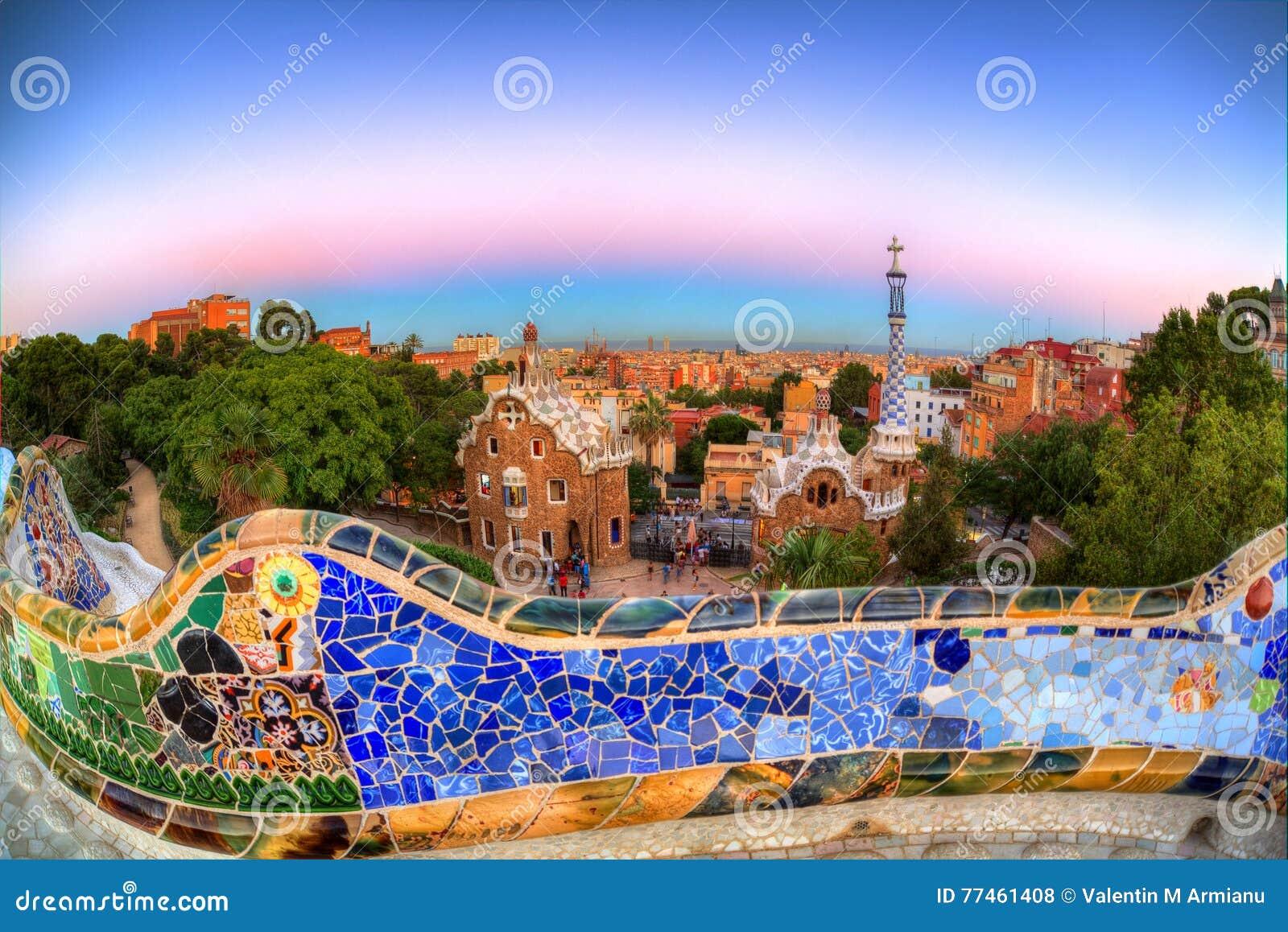Półmrok nad Parkowym Guell, Barcelona, Hiszpania