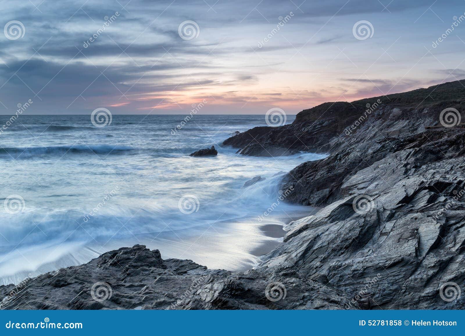 Półmrok przy Małą Fistral plażą