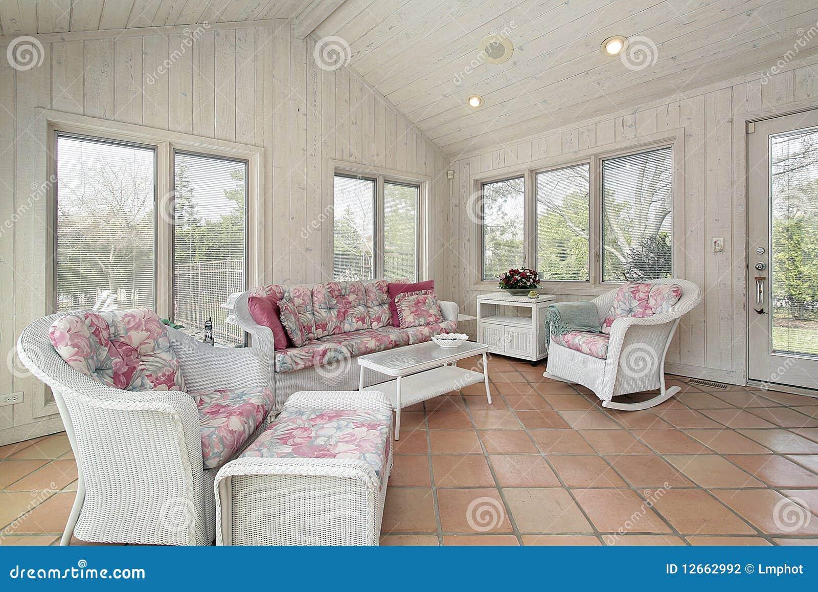 P rtico con muebles de mimbre foto de archivo imagen - Sofas de mimbre ...