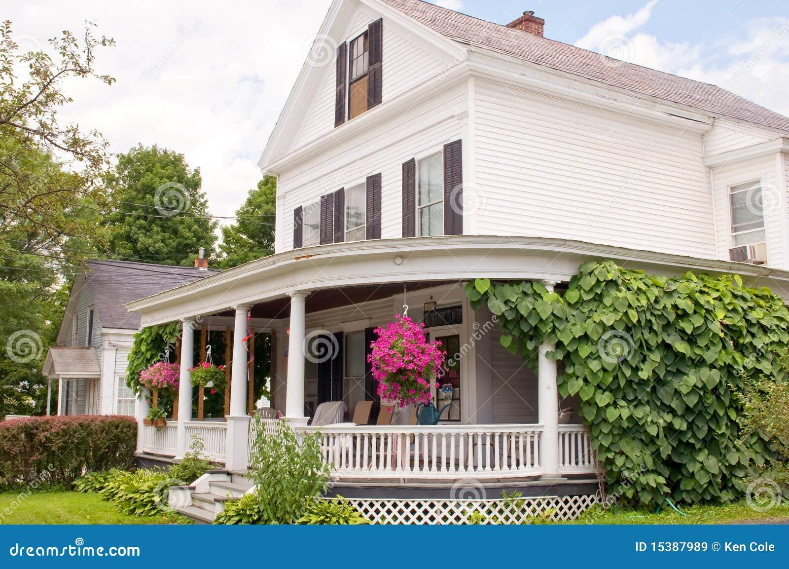 p rtico de la casa de nueva inglaterra imagen de archivo