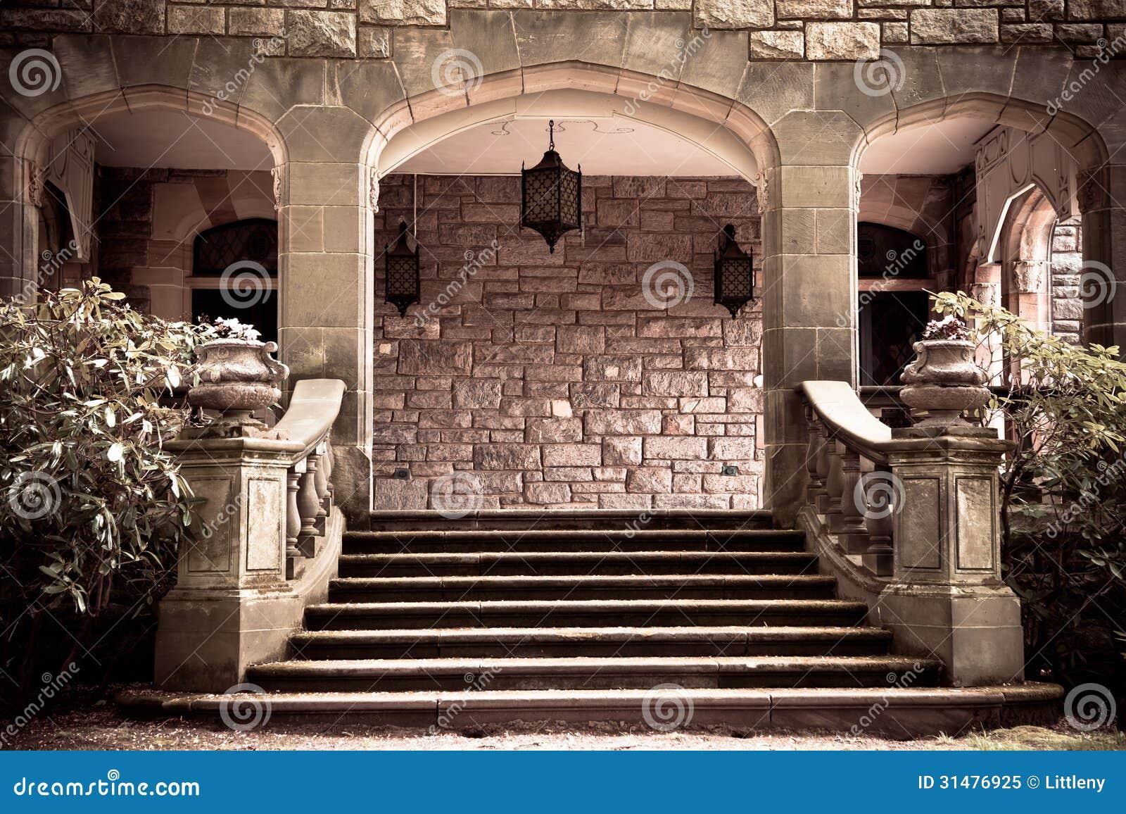 P rtico de piedra del vintage foto de archivo libre de for Avvolgere intorno al costo del portico