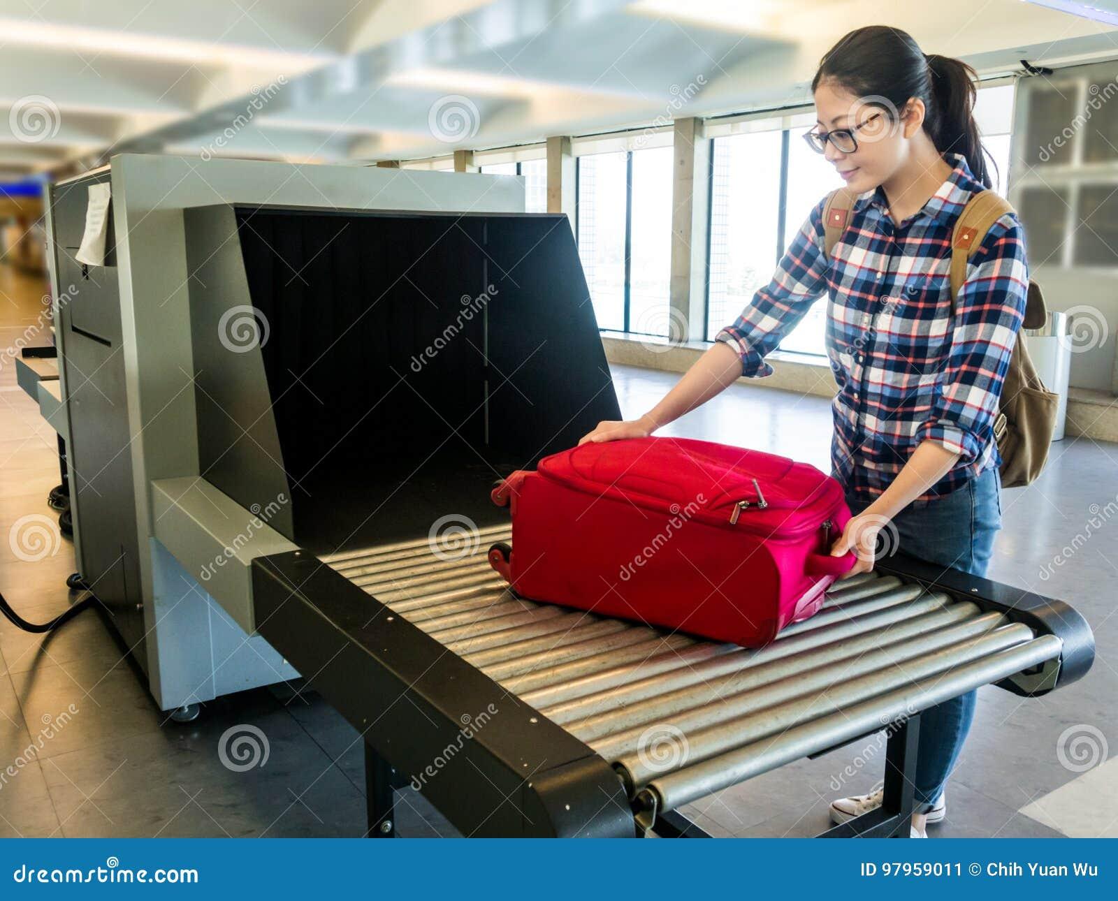 Põe a bagagem no ponto de verificar o varredor