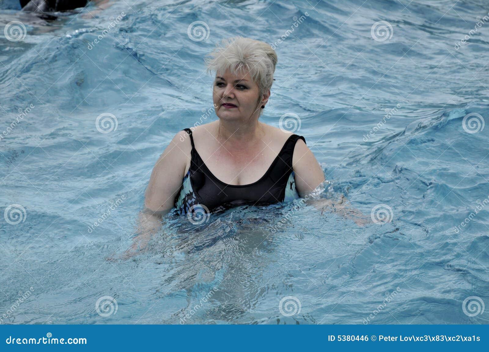 Pölpensionärer som simming