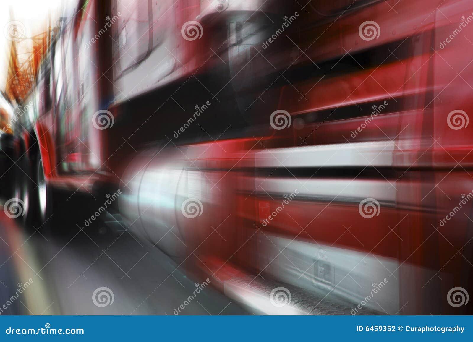 - pędząca ciężarówka czerwieni