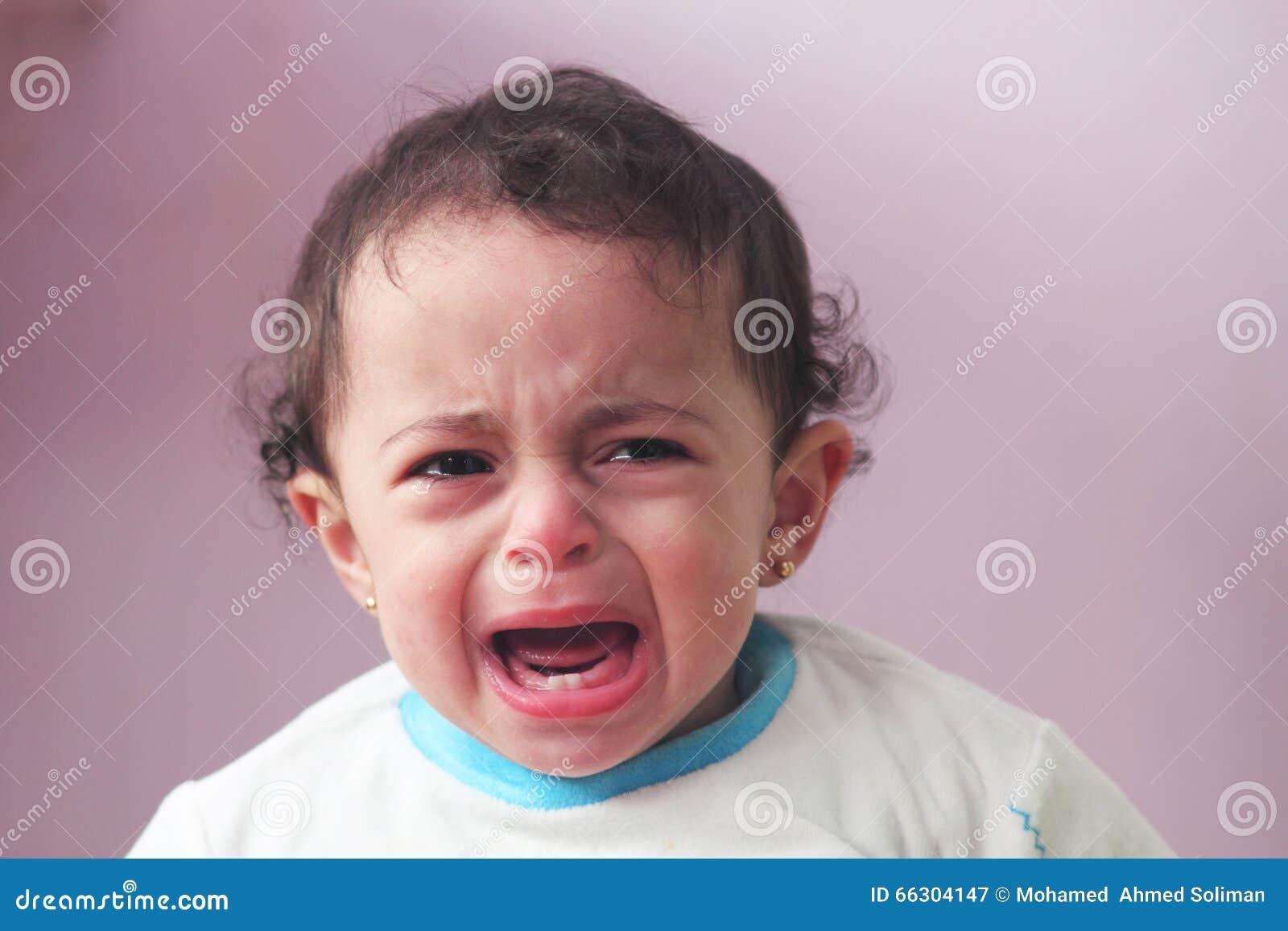 Płaczu dziecka dziewczyna