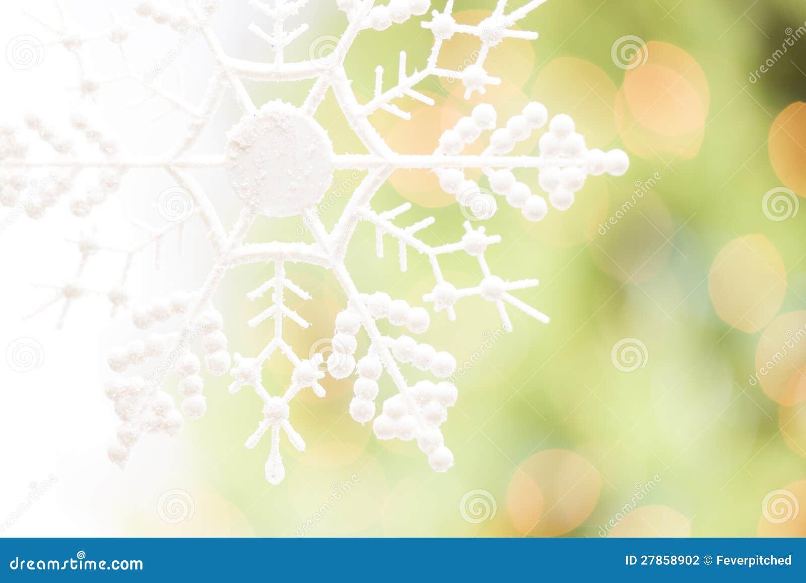 Płatek śniegu Nad Abstrakcjonistycznym zieleni i złota tłem