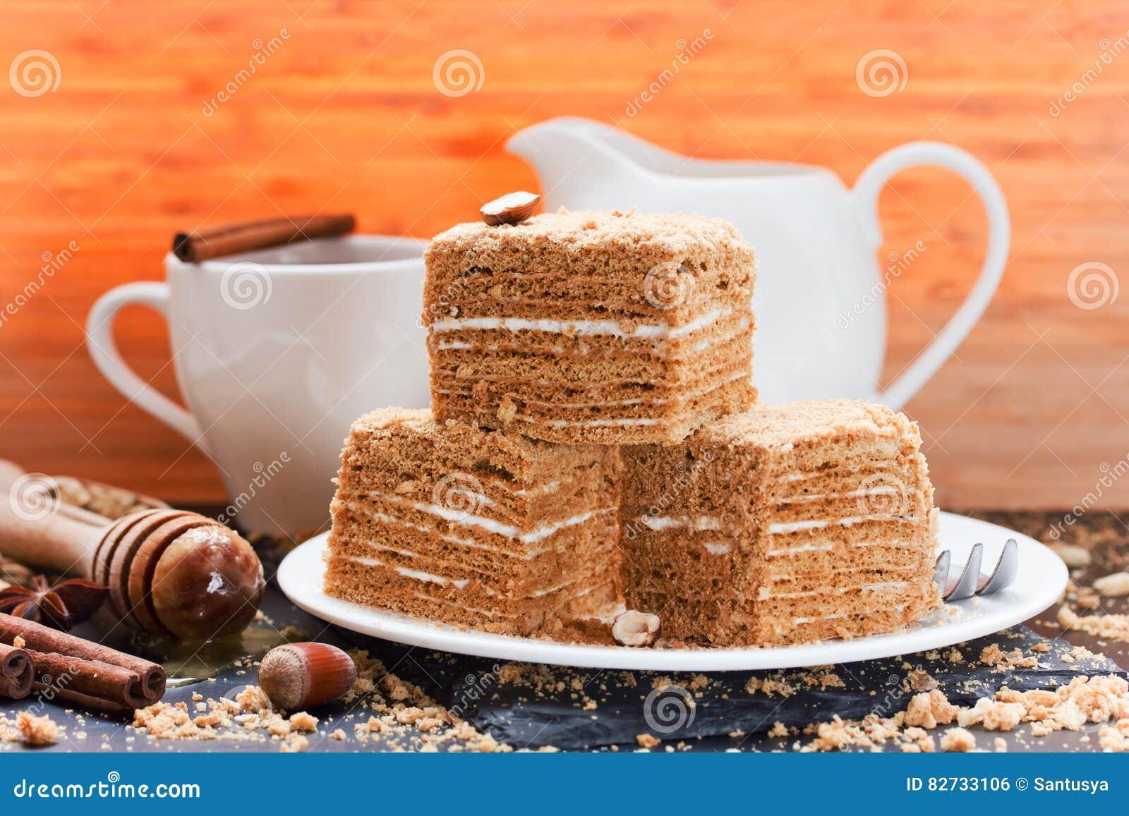 Płatowaty miodowy tort