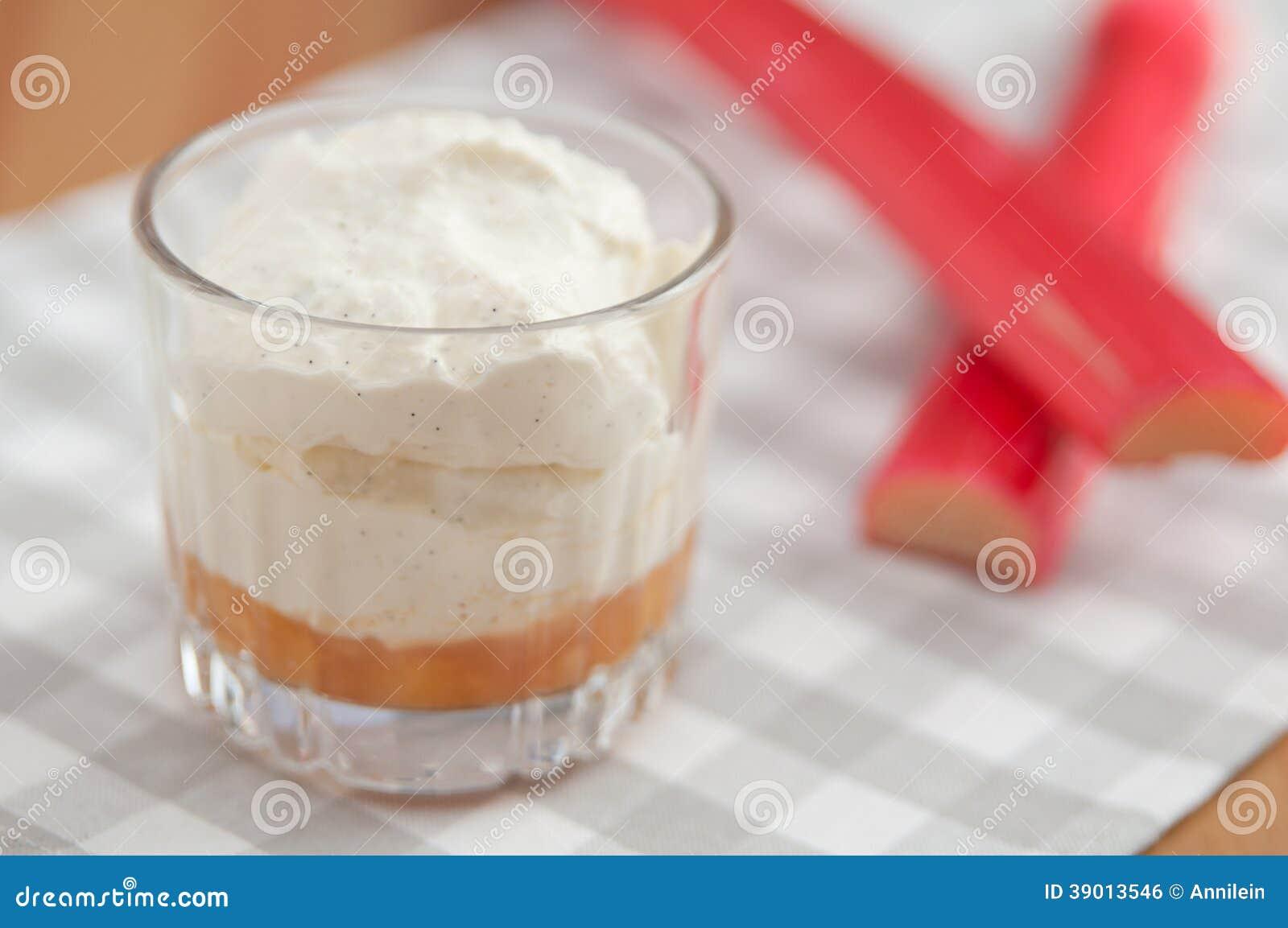 Płatowaty Rabarbarowy Creme deser
