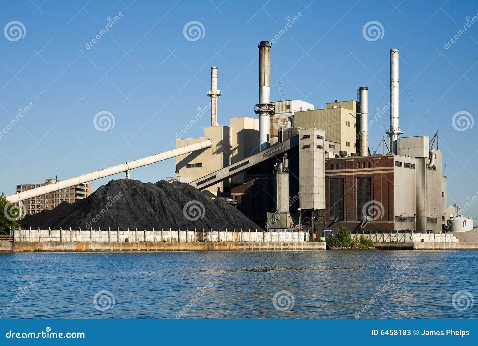 Płonąca elektrycznej moc roślin węgla