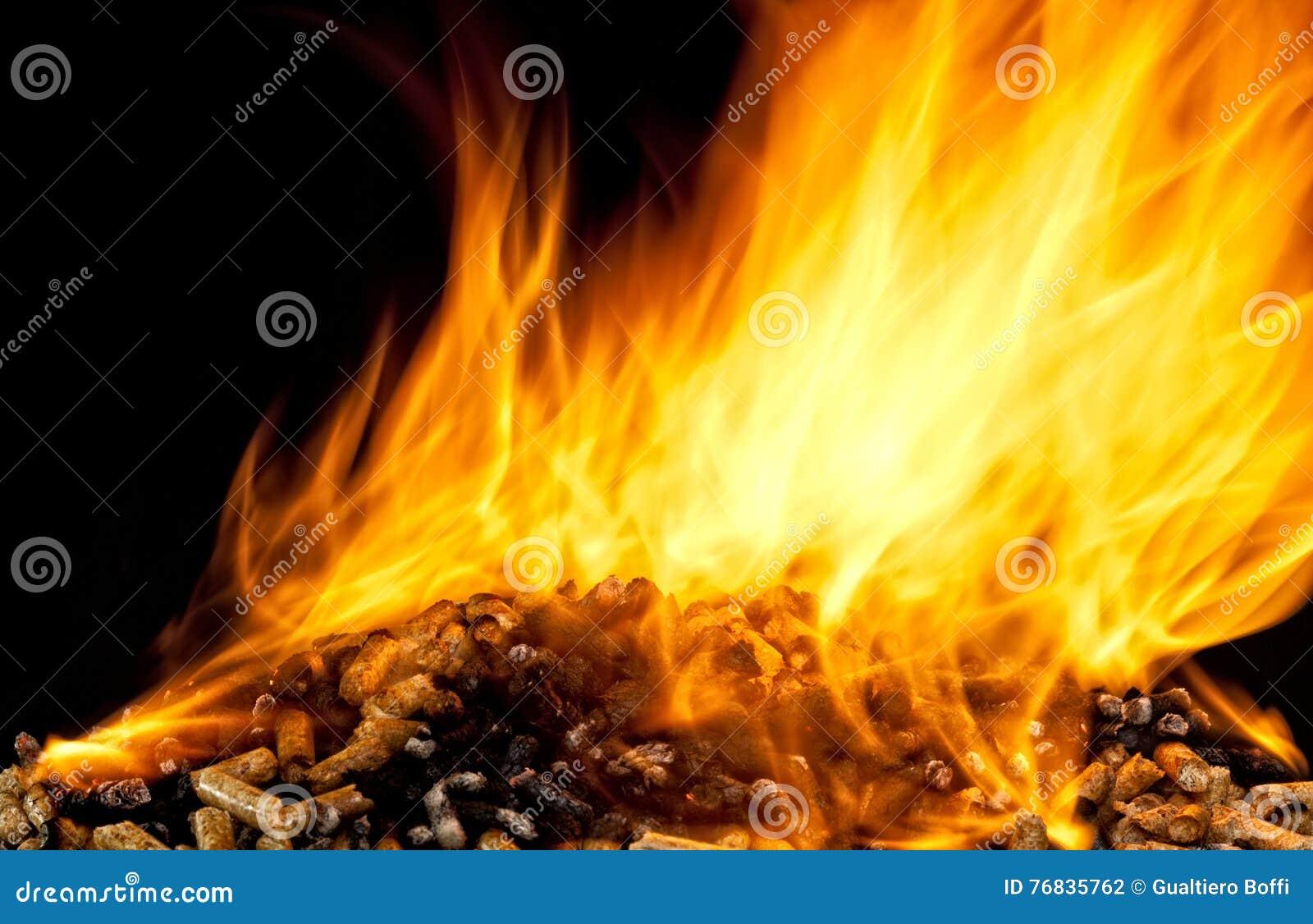 Płonący drewniany wyrko