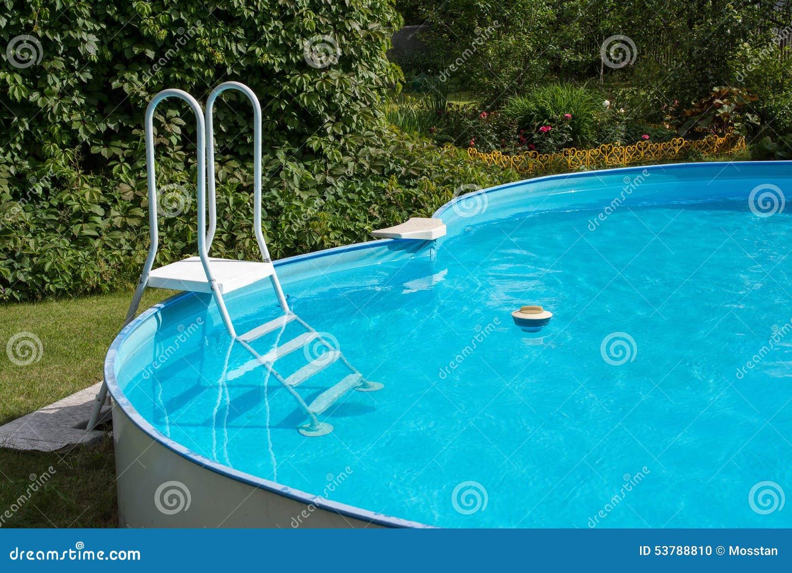 Pływacki basen po czyścić