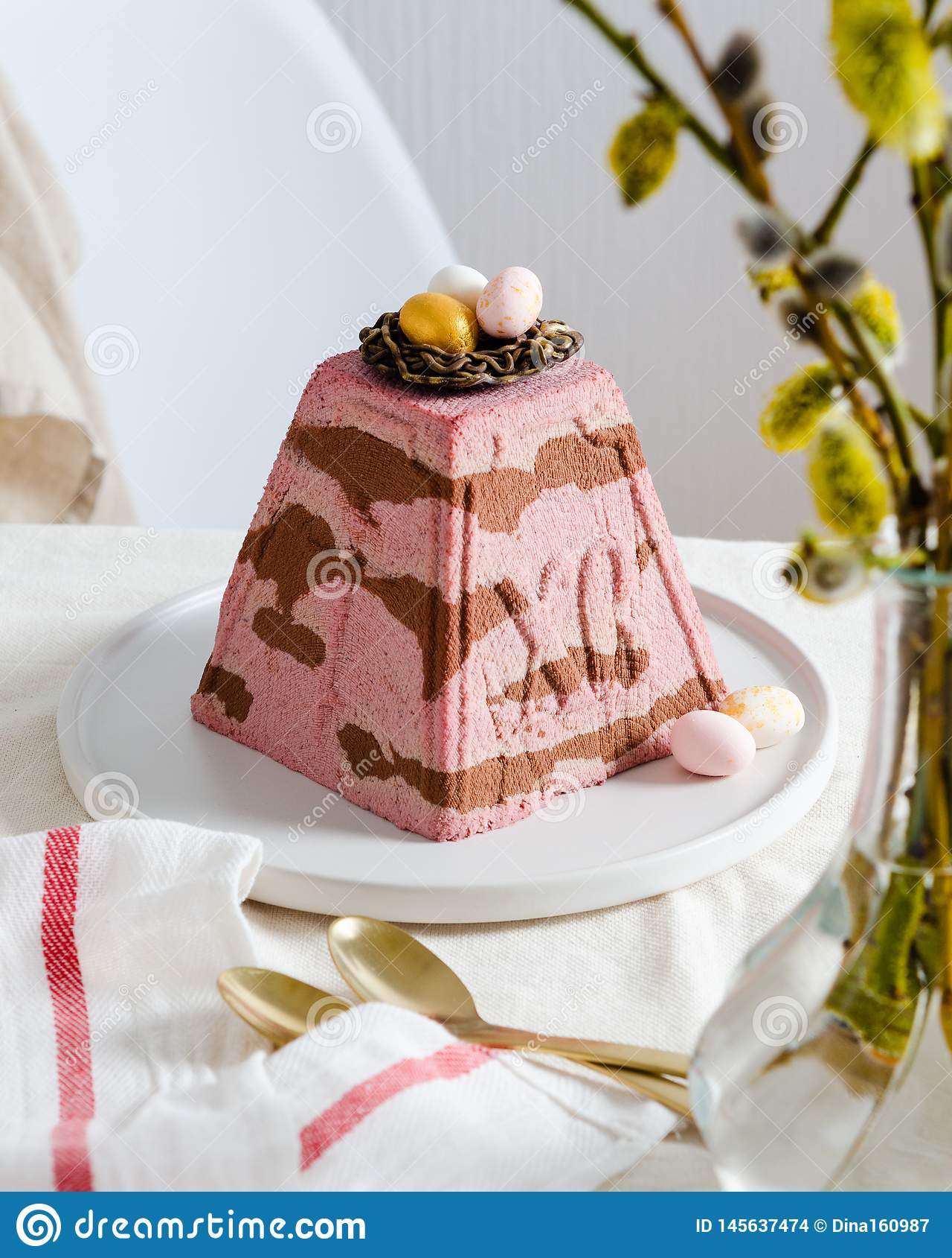 P?scoa ortodoxo tradicional Quark Dessert Curd de Paskha Fundo de Easter Bolo de queijo tradicional da casa de campo Alimento da