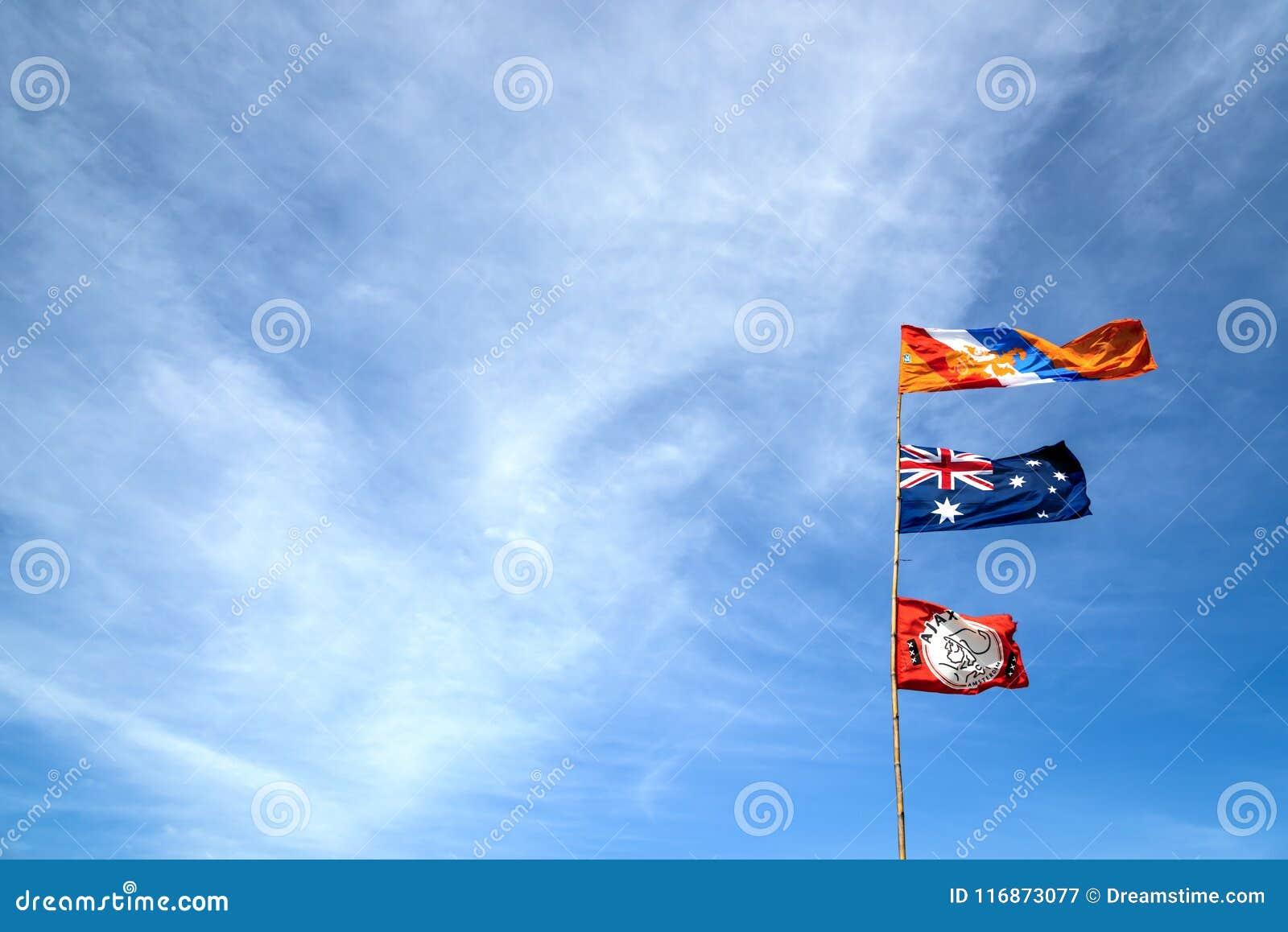 Países Bajos, Australia, bandera de ajax en el cielo azul