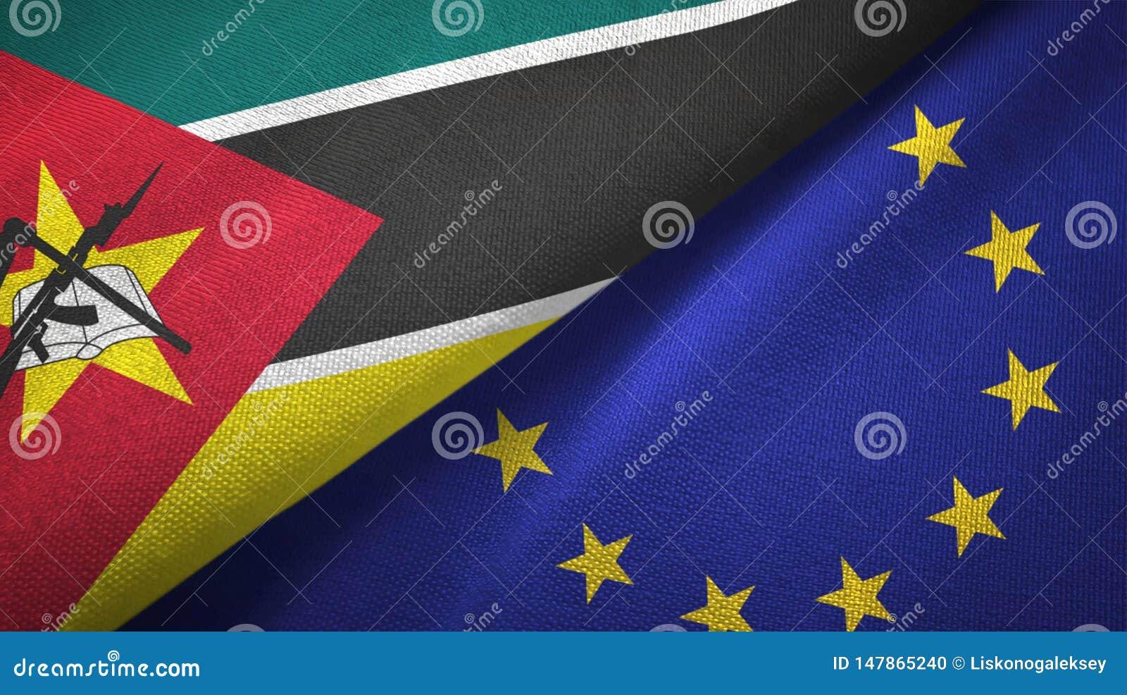 Paño de la materia textil de las banderas de Mozambique y de la unión europea dos, textura de la tela