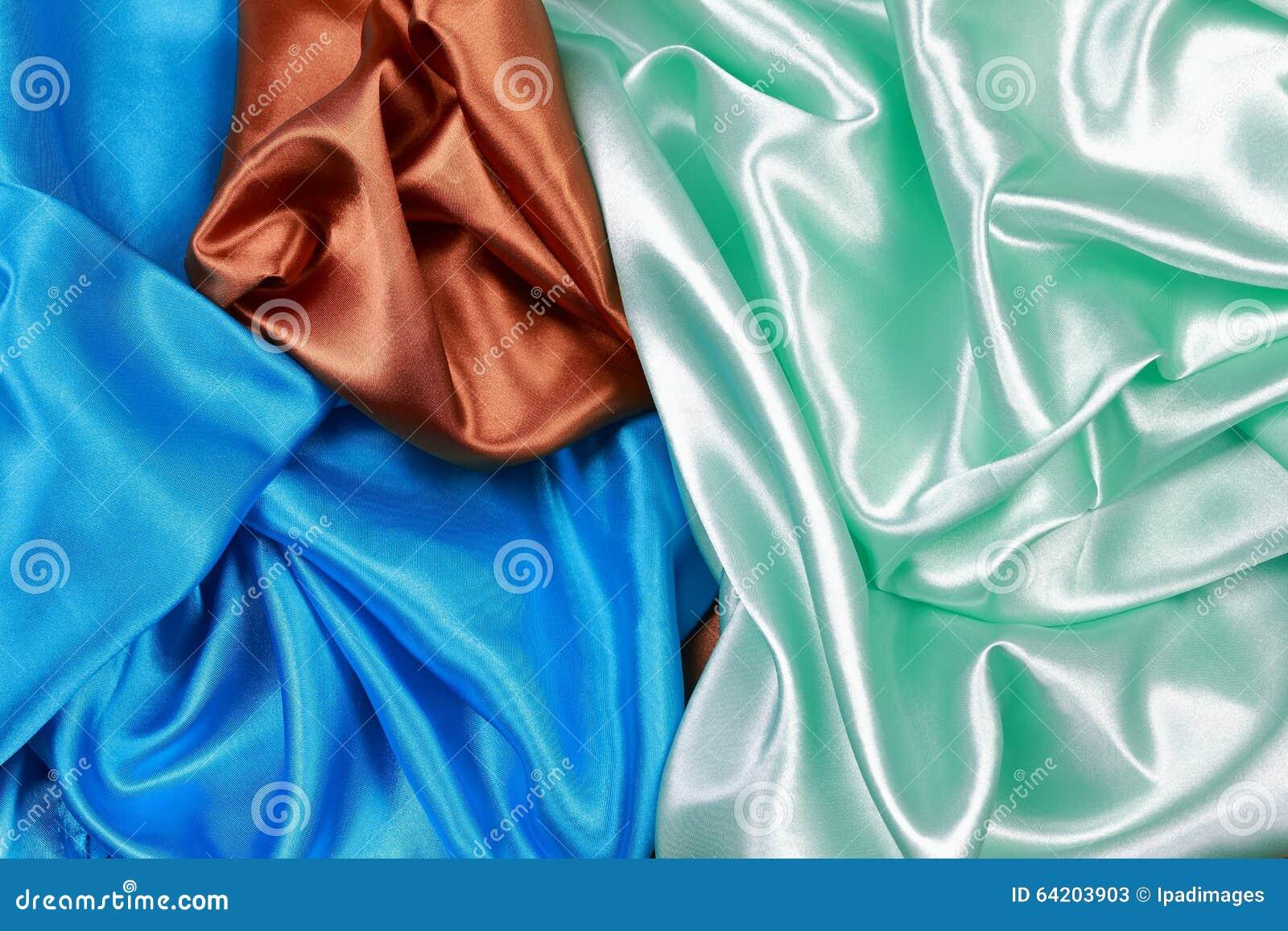 Paño de seda azul y marrón y verde claro del satén del te ondulado de los dobleces