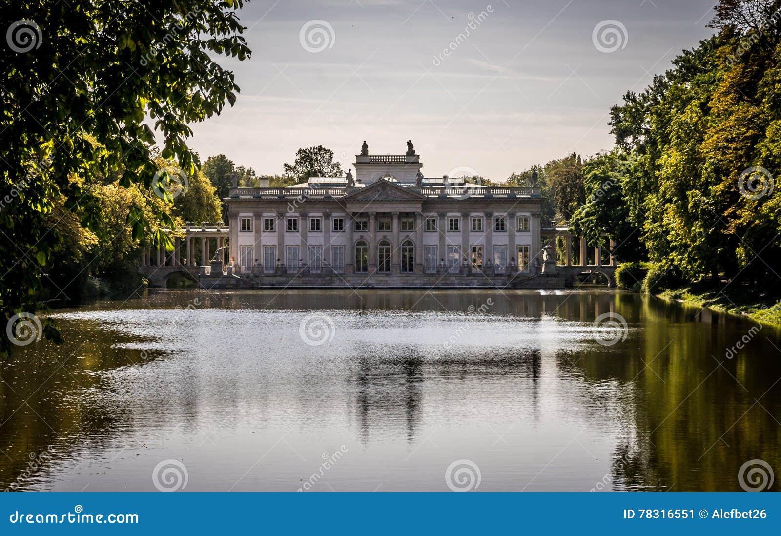 Pałac Na Wodzie Lazienki Park W Warszawa Polska Północna