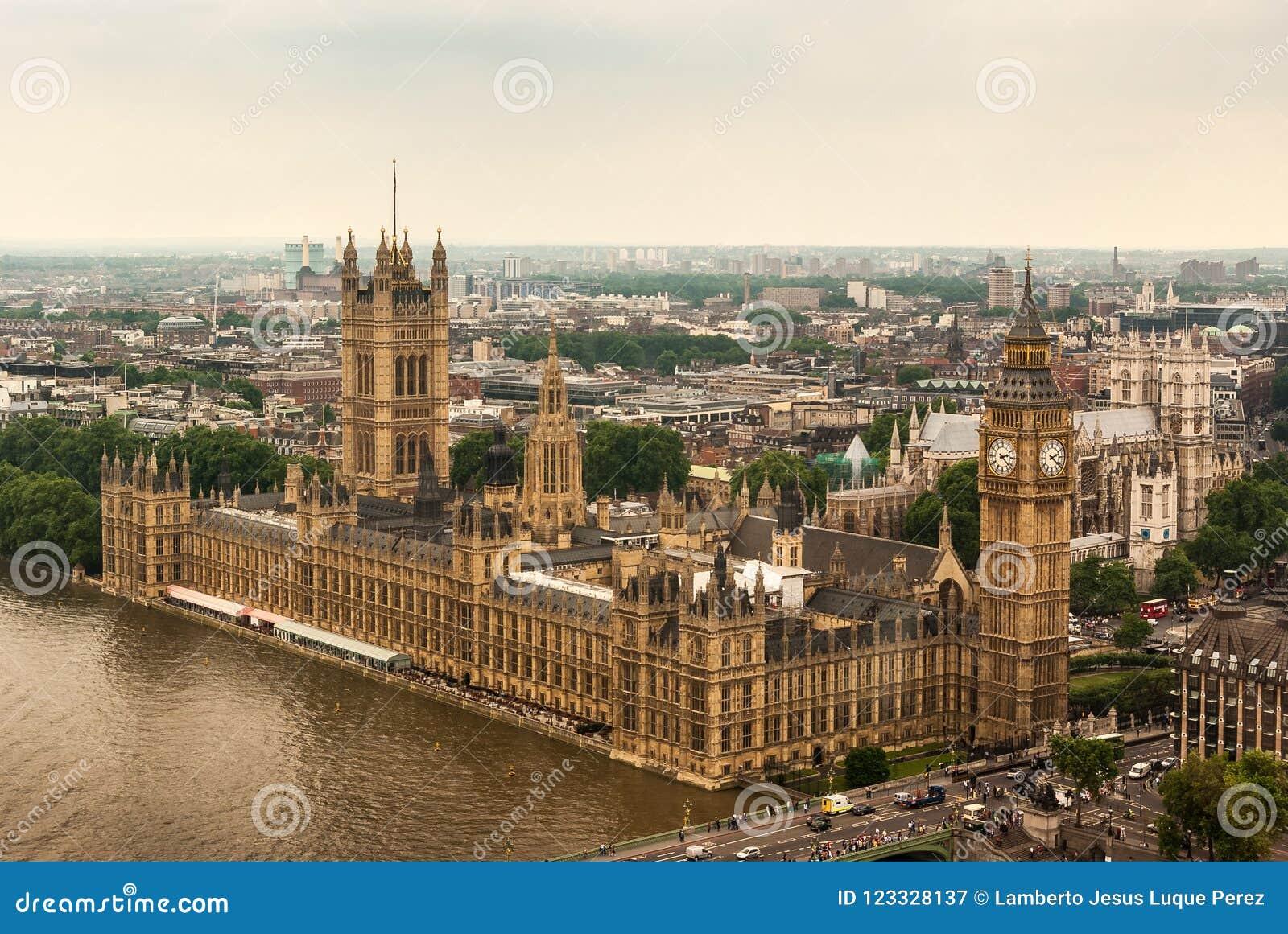 Pałac Westminister lub parlament z Rzecznym Thames w Londyn