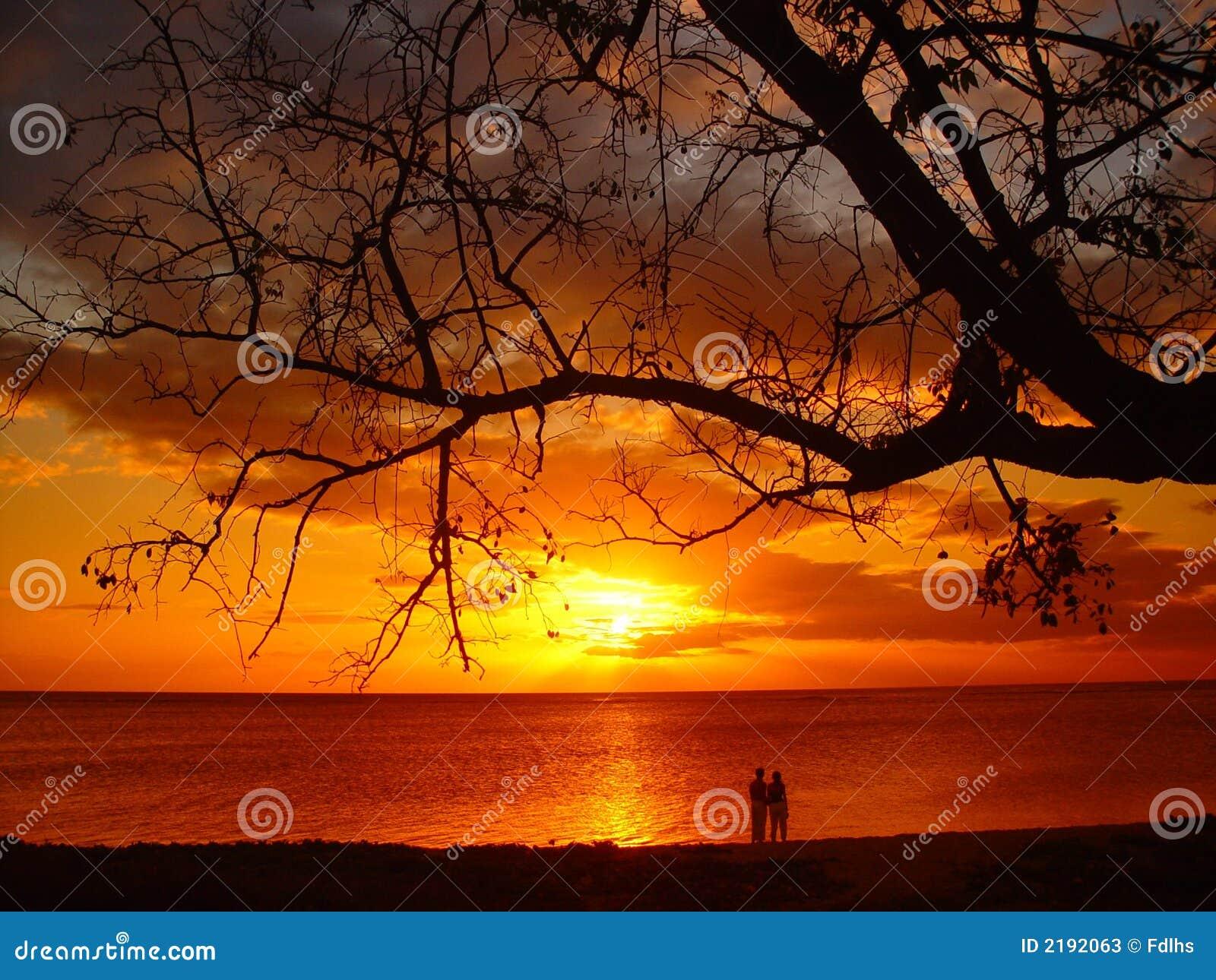Paar bij zonsondergang