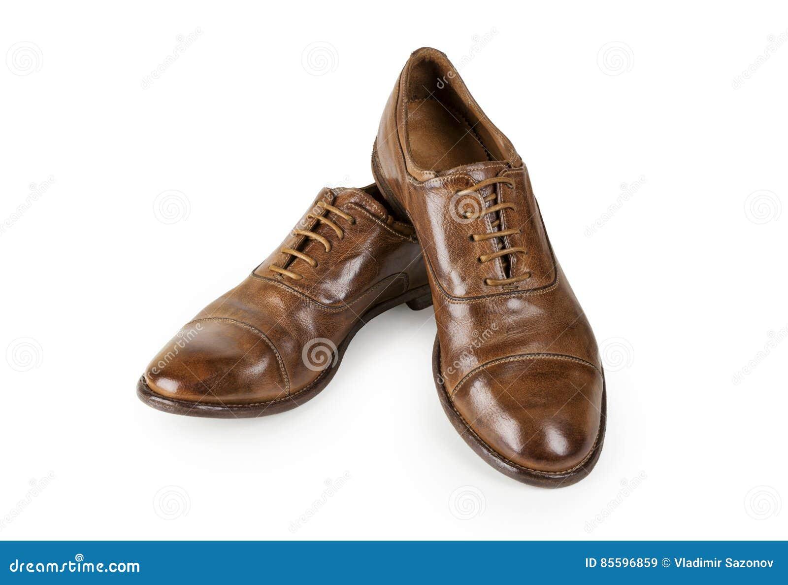 5c1611013bf Paar bruine die schoenen van leermensen op wit wordt geïsoleerd Mensen Bruine  Schoenen Modieuze bruine leerschoenen Schoenen van het mensen` s de  klassieke ...