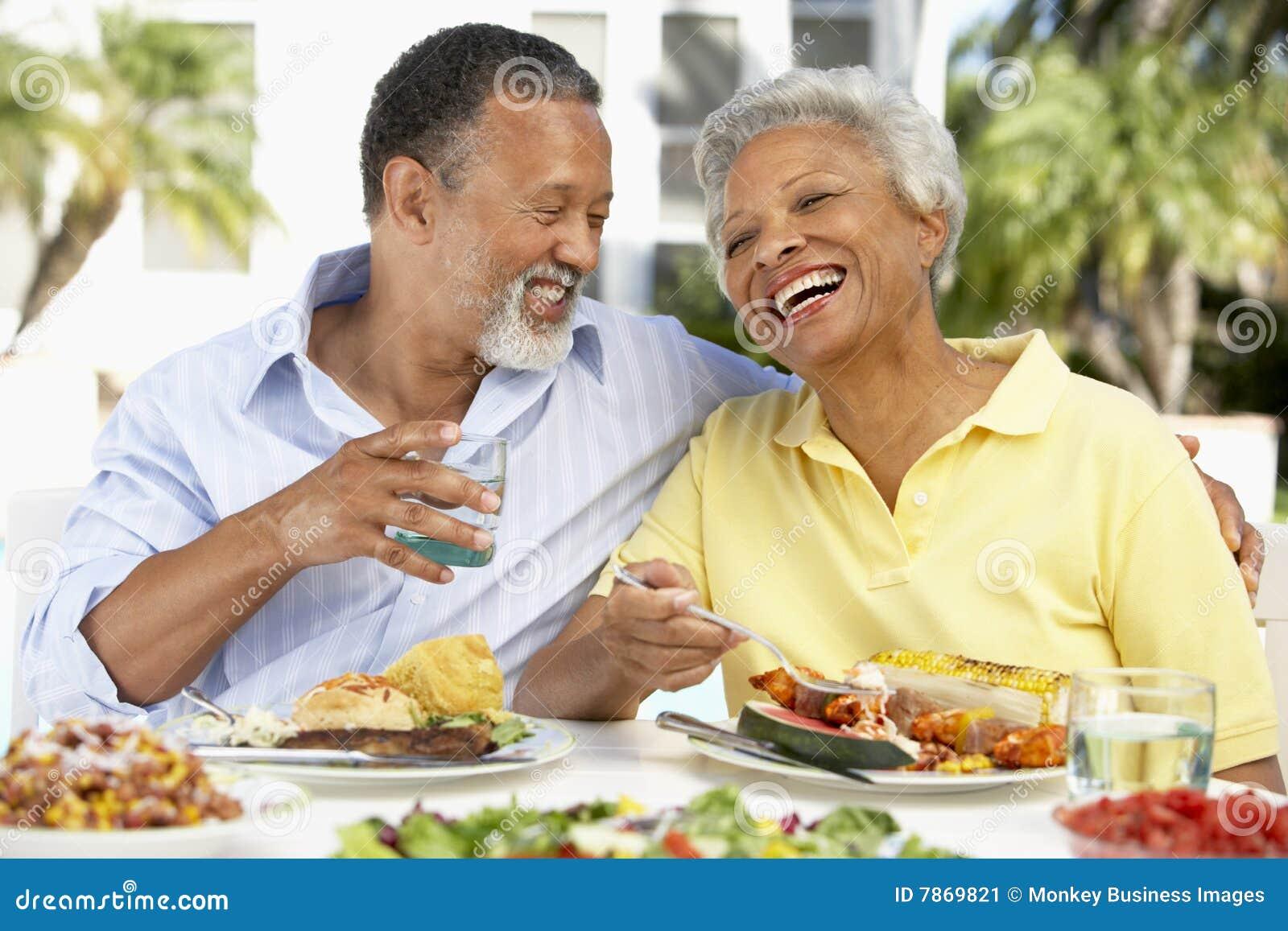 Paar dat een Al Maaltijd van de Fresko eet