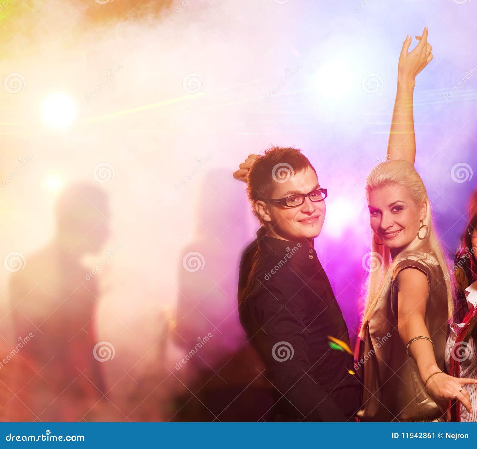 Paar in de nachtclub