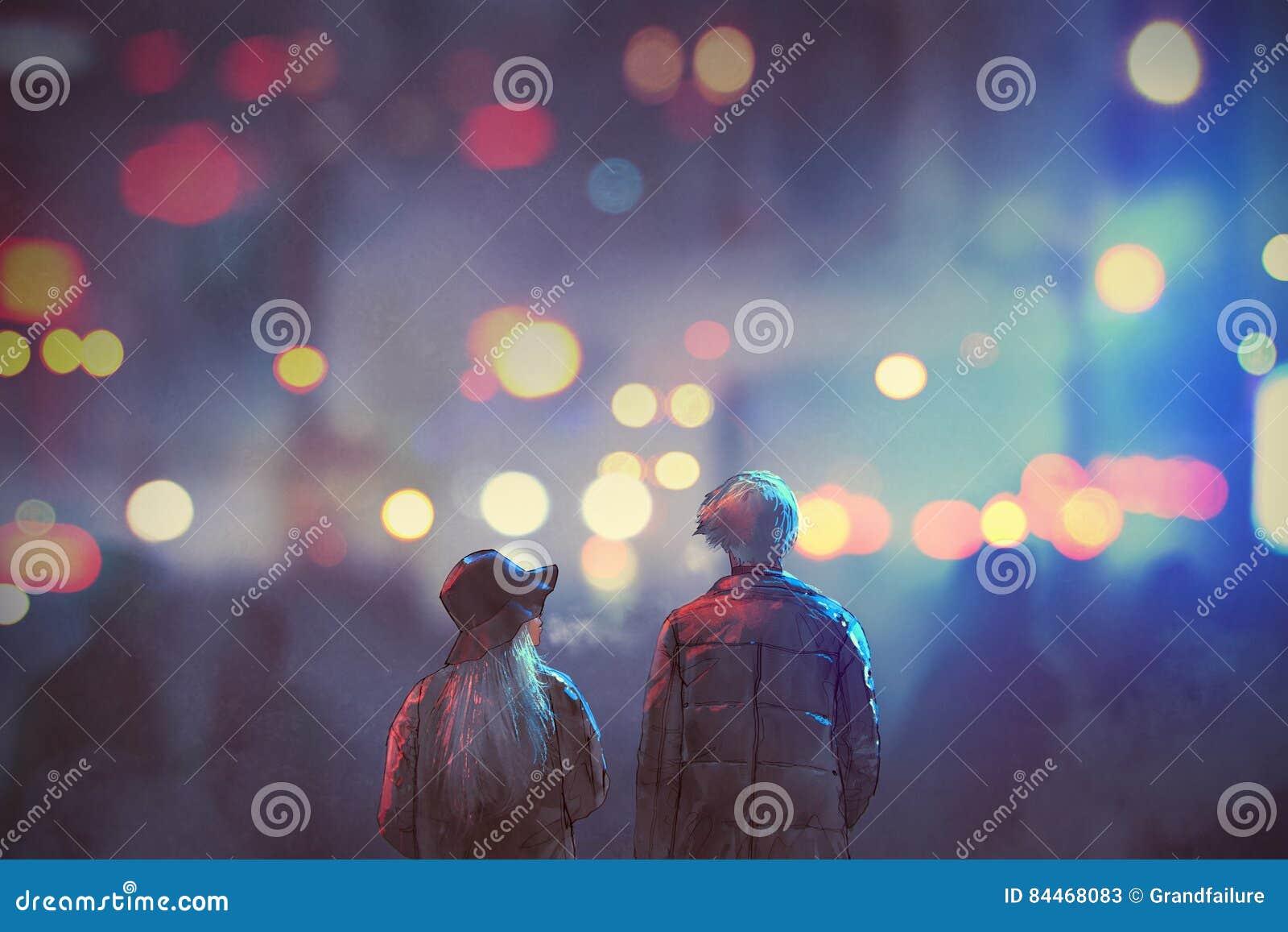 Paar die in liefde op straat van stad bij nacht lopen